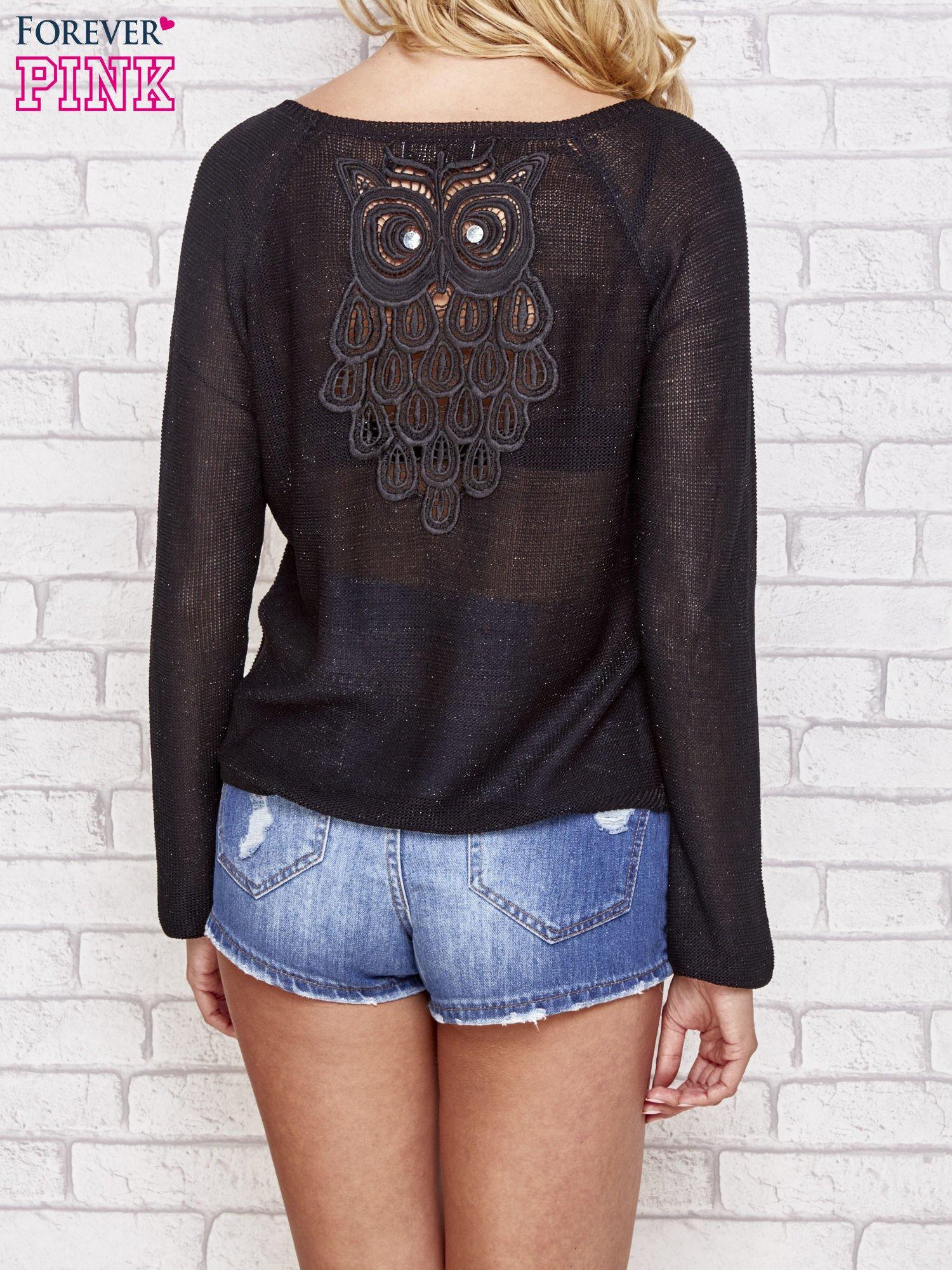 Czarny błyszczący sweter z haftem sowy z tyłu                                  zdj.                                  4