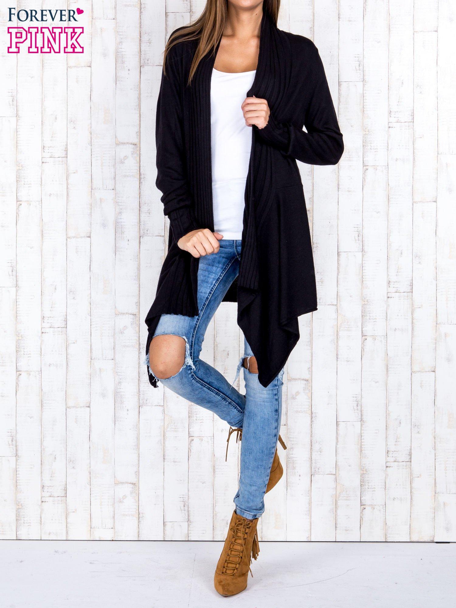 Czarny długi sweter z wykończeniem w pionowe paski                                  zdj.                                  2
