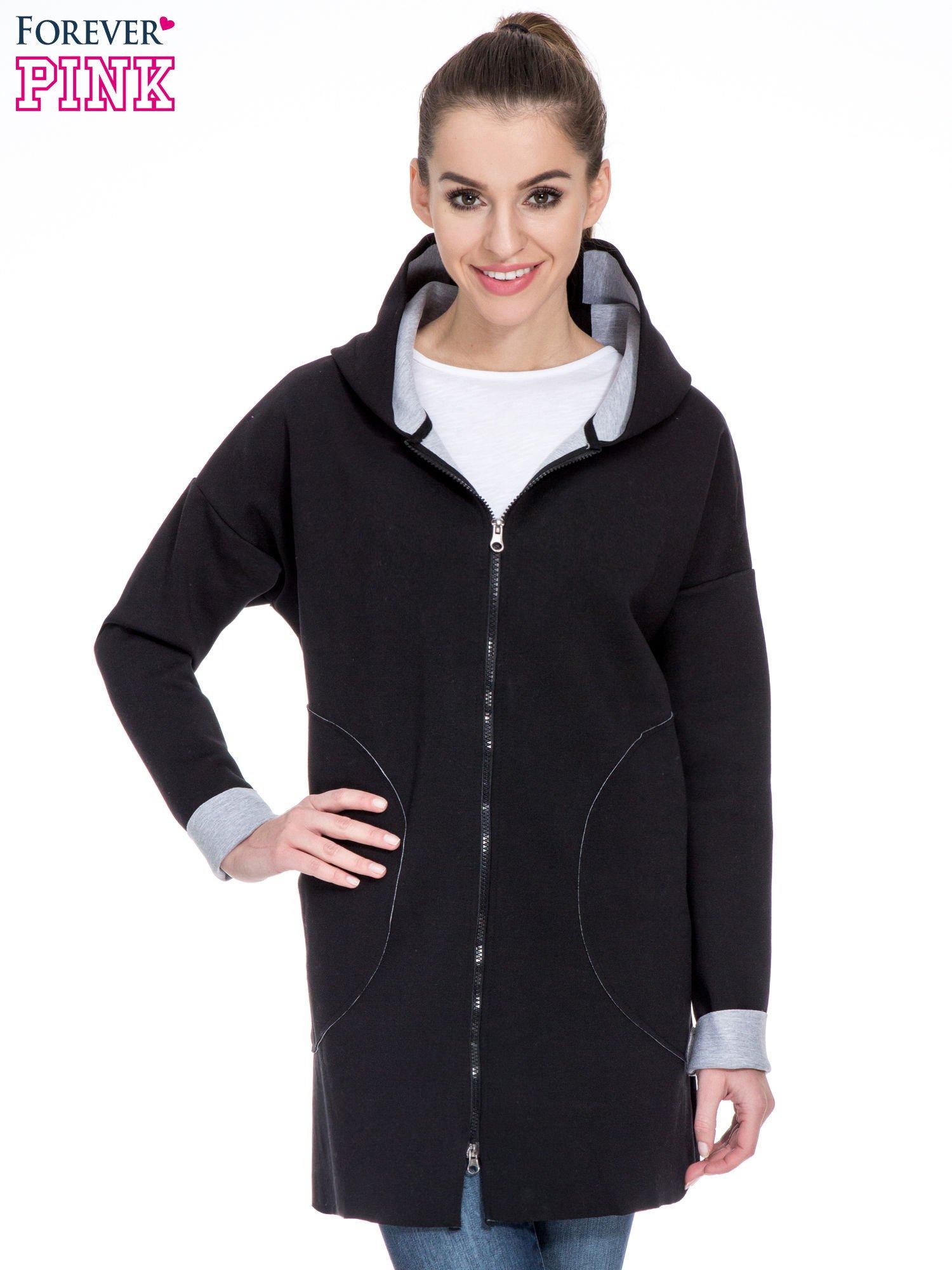 Czarny dresowy płaszcz oversize z kapturem                                  zdj.                                  1