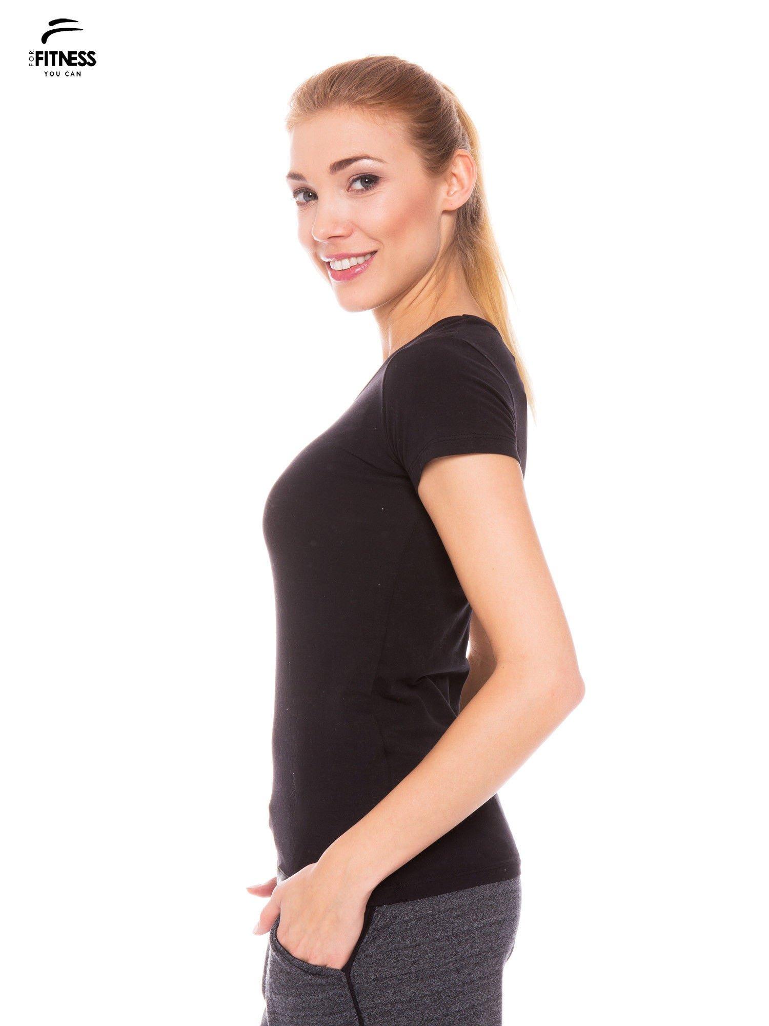 Czarny gładki t-shirt z bawełny                                  zdj.                                  2
