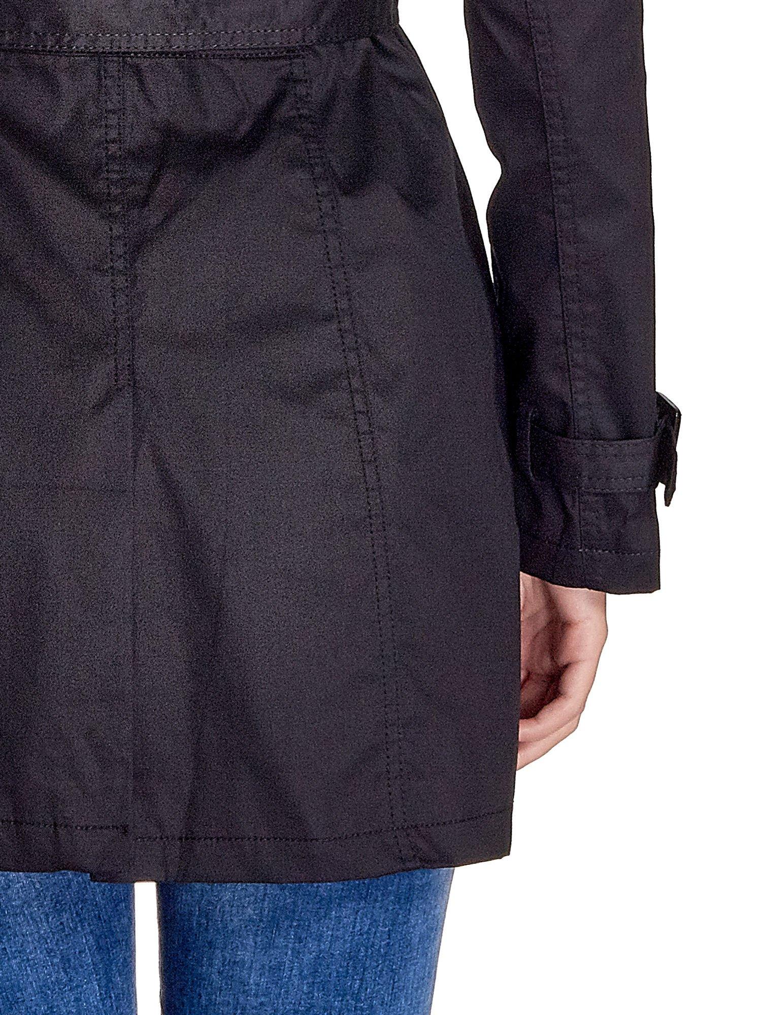 Czarny klasyczny płaszcz typu trencz                                  zdj.                                  7
