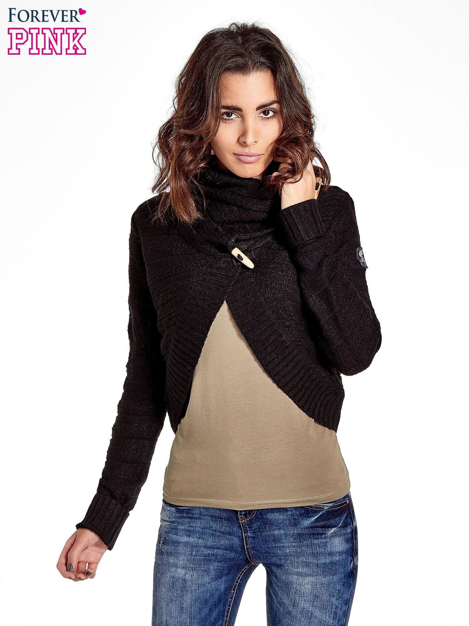 Czarny krótki sweter narzutka z kołnierzem                                  zdj.                                  1