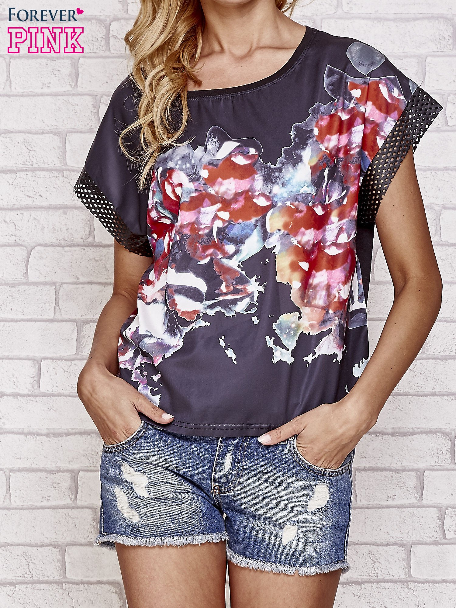 Czarny kwiatowy t-shirt ze skórzanymi rękawami                                  zdj.                                  1