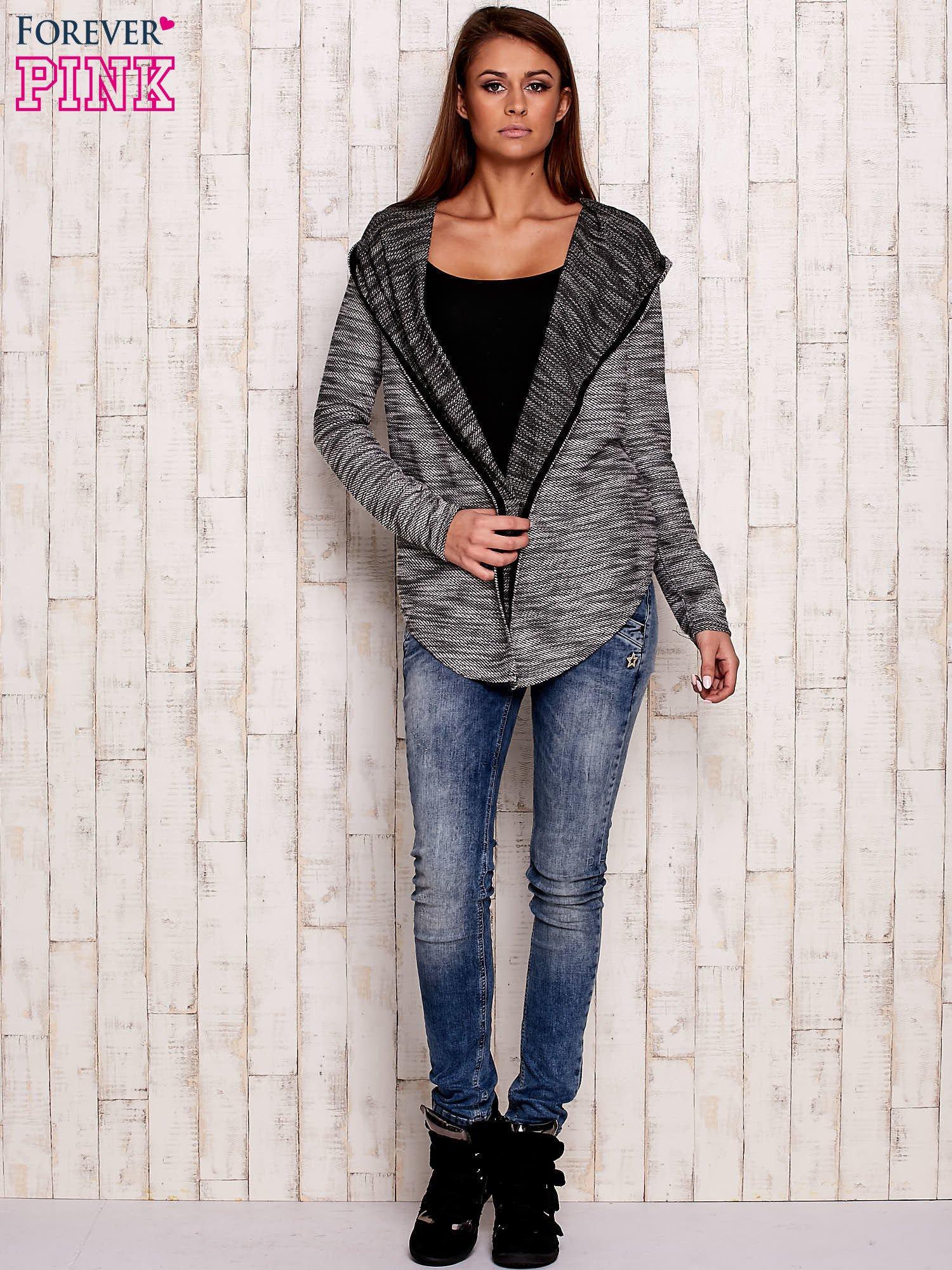 Czarny melanżowy sweter z kapturem                                  zdj.                                  2