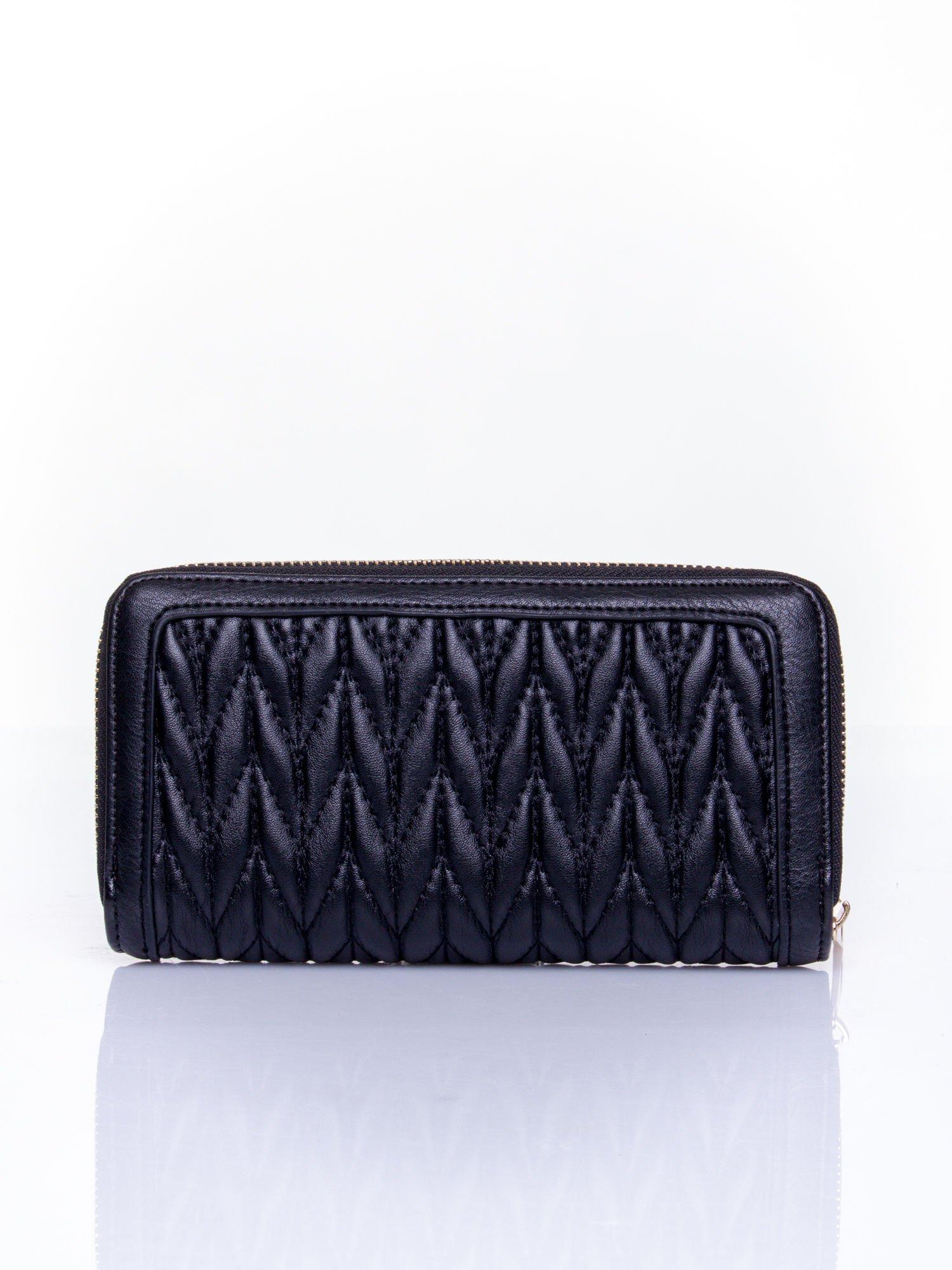 Czarny pikowany portfel ze złotym suwakiem                                  zdj.                                  2