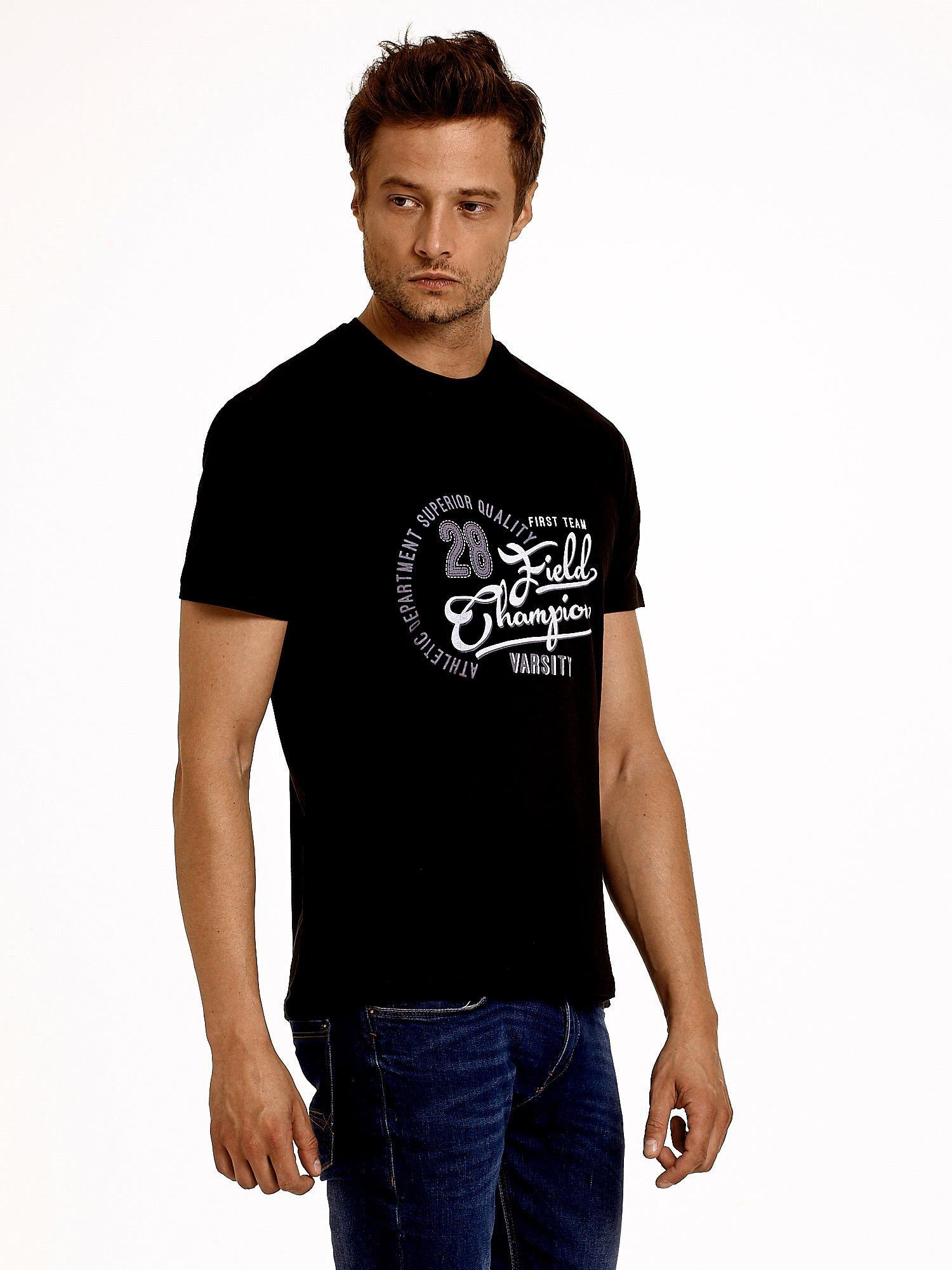 Czarny t-shirt męski z napisem CHAMPION i liczbą 28                                  zdj.                                  1