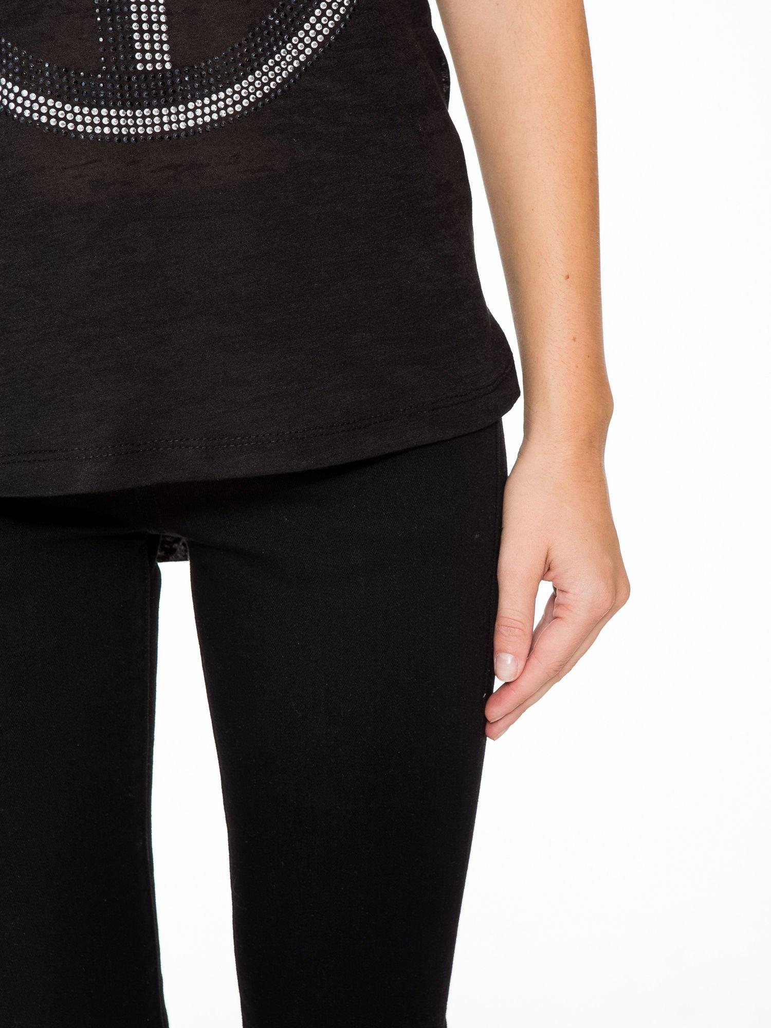 Czarny t-shirt z aplikacją z dżetów                                  zdj.                                  7