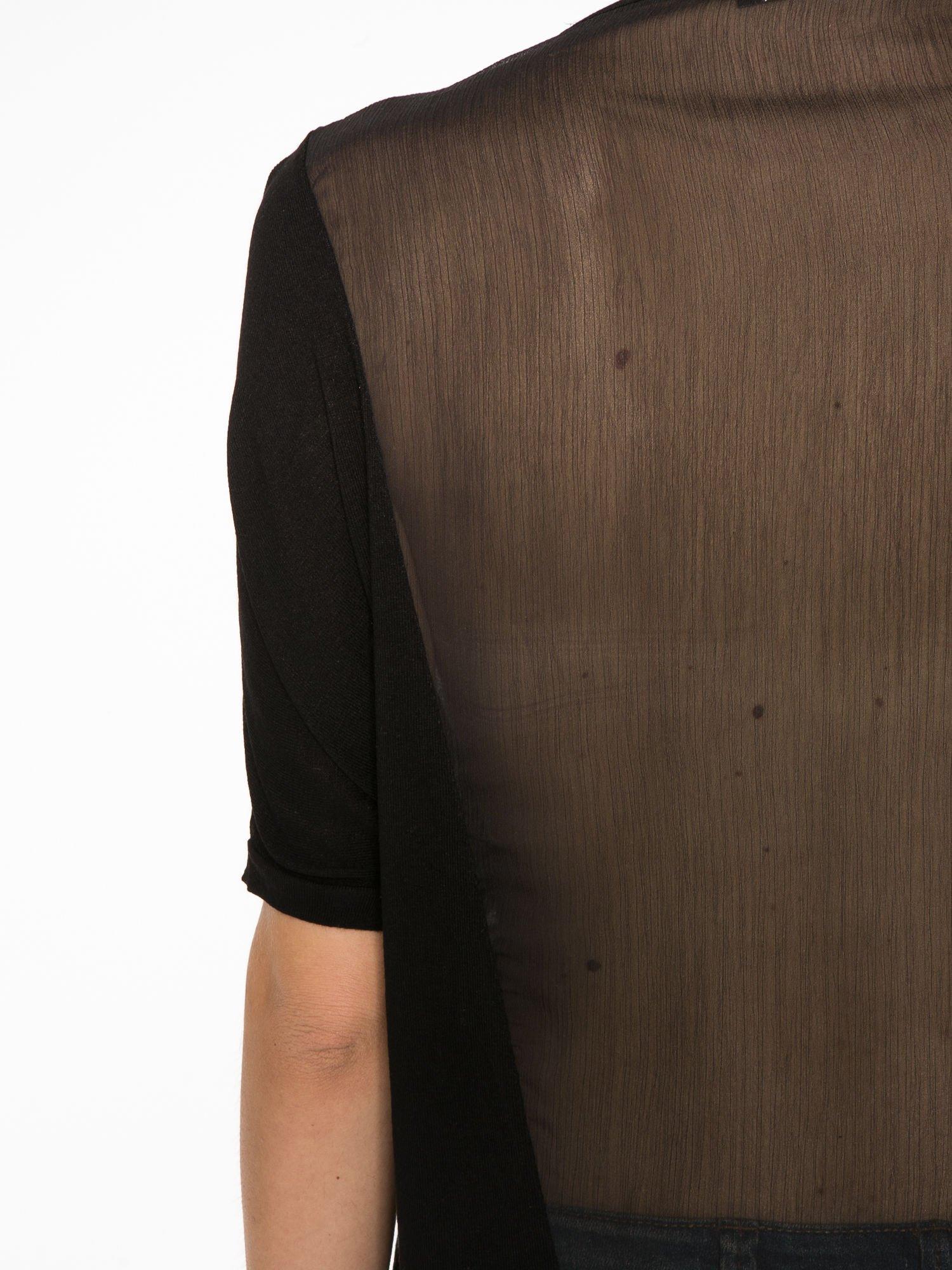 Czarny t-shirt z frędzlami i siateczkowym tyłem                                  zdj.                                  11