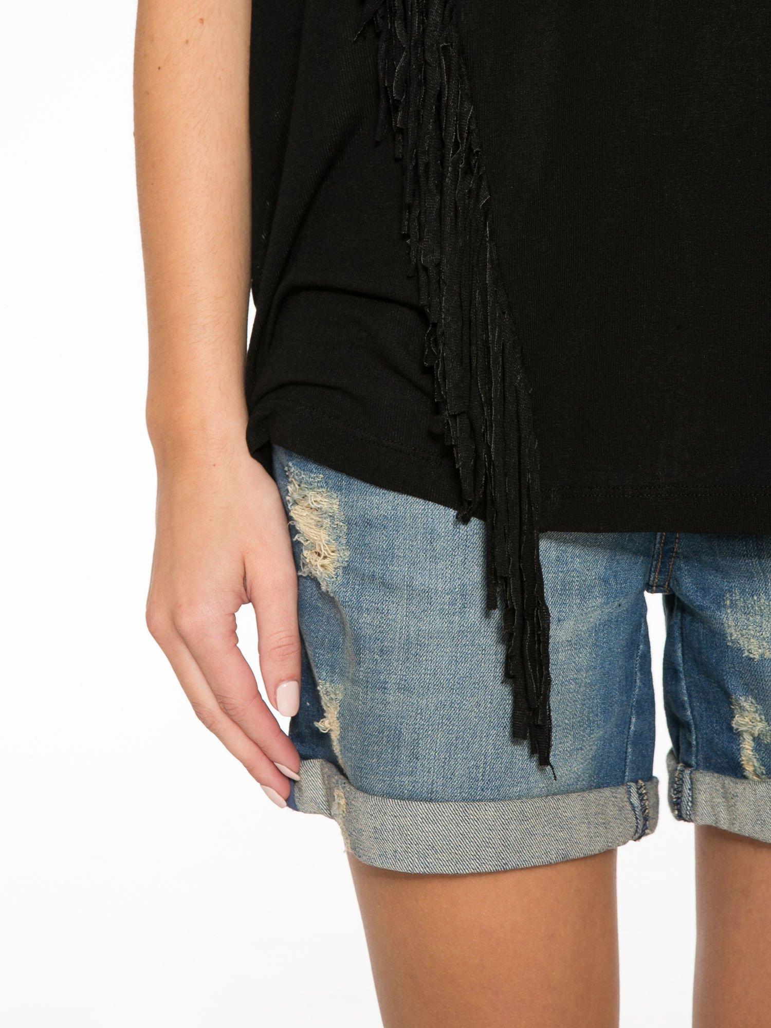 Czarny t-shirt z frędzlami i siateczkowym tyłem                                  zdj.                                  7