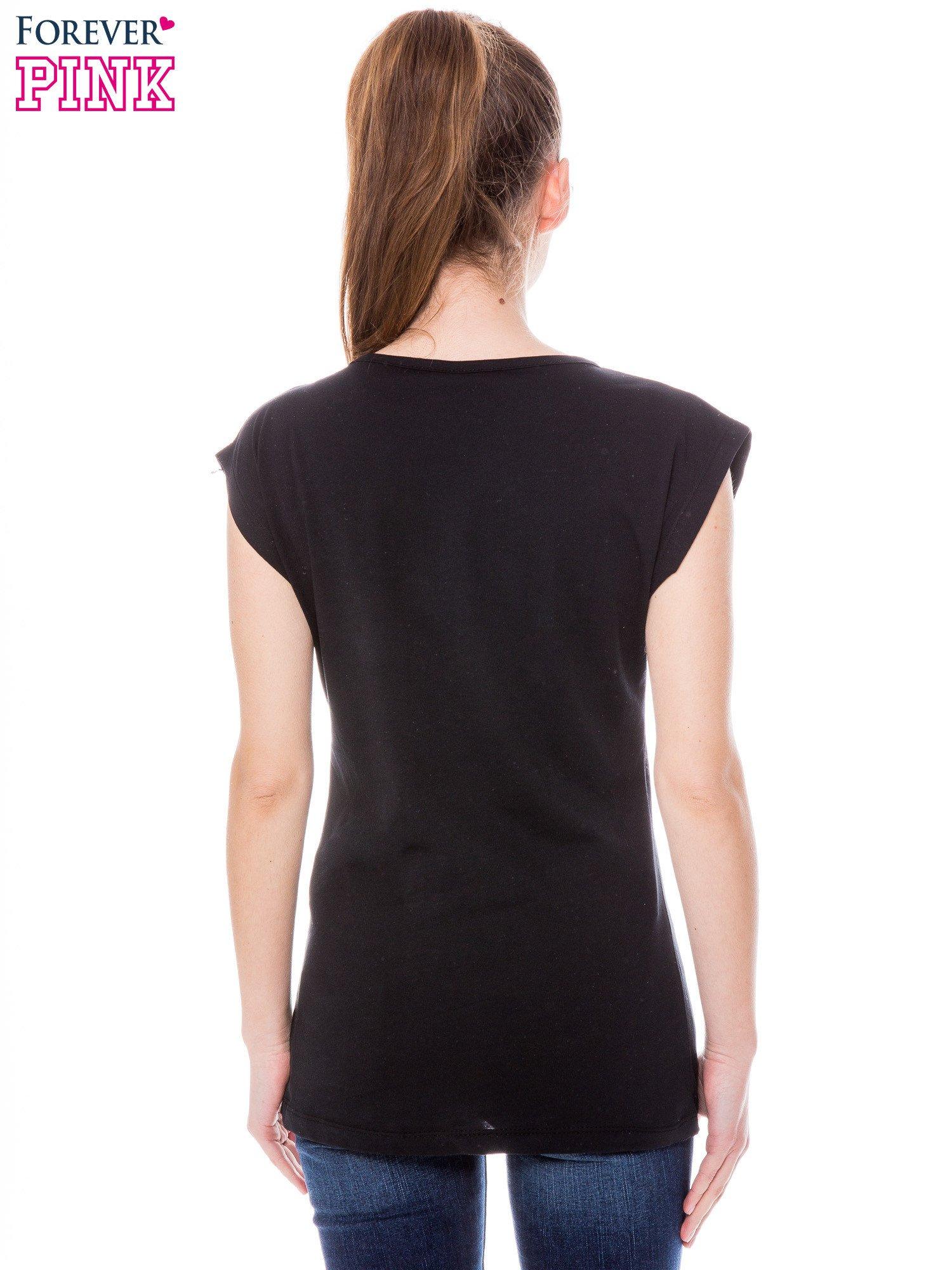 Czarny t-shirt z grafiką krajobrazu                                  zdj.                                  3