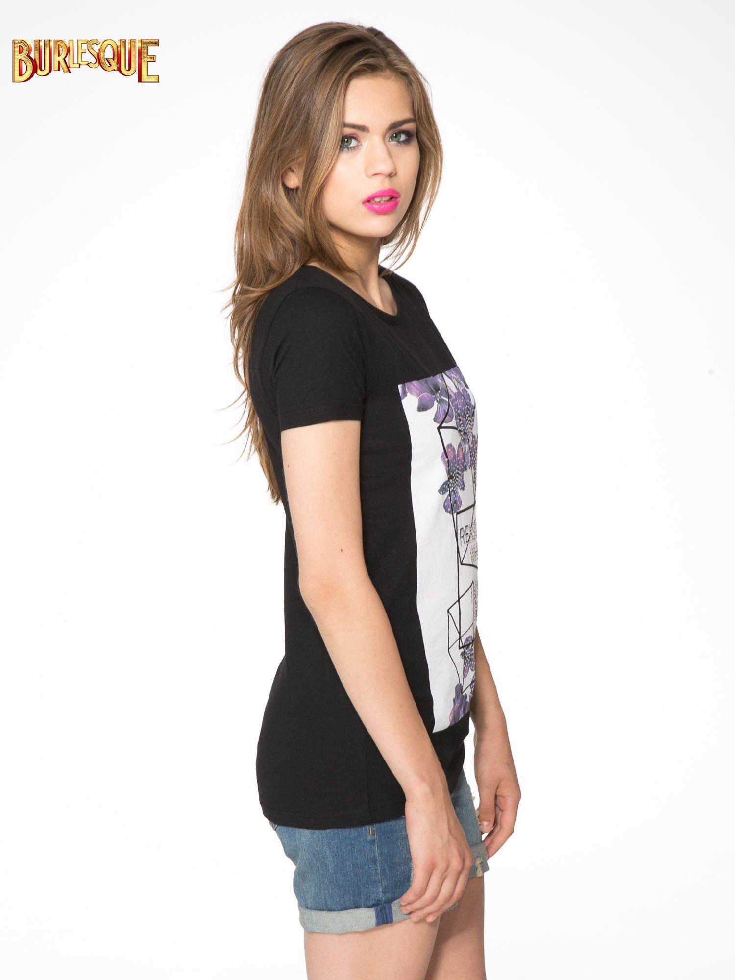Czarny t-shirt z kwiatowym nadrukiem zdobionym dżetami                                  zdj.                                  3