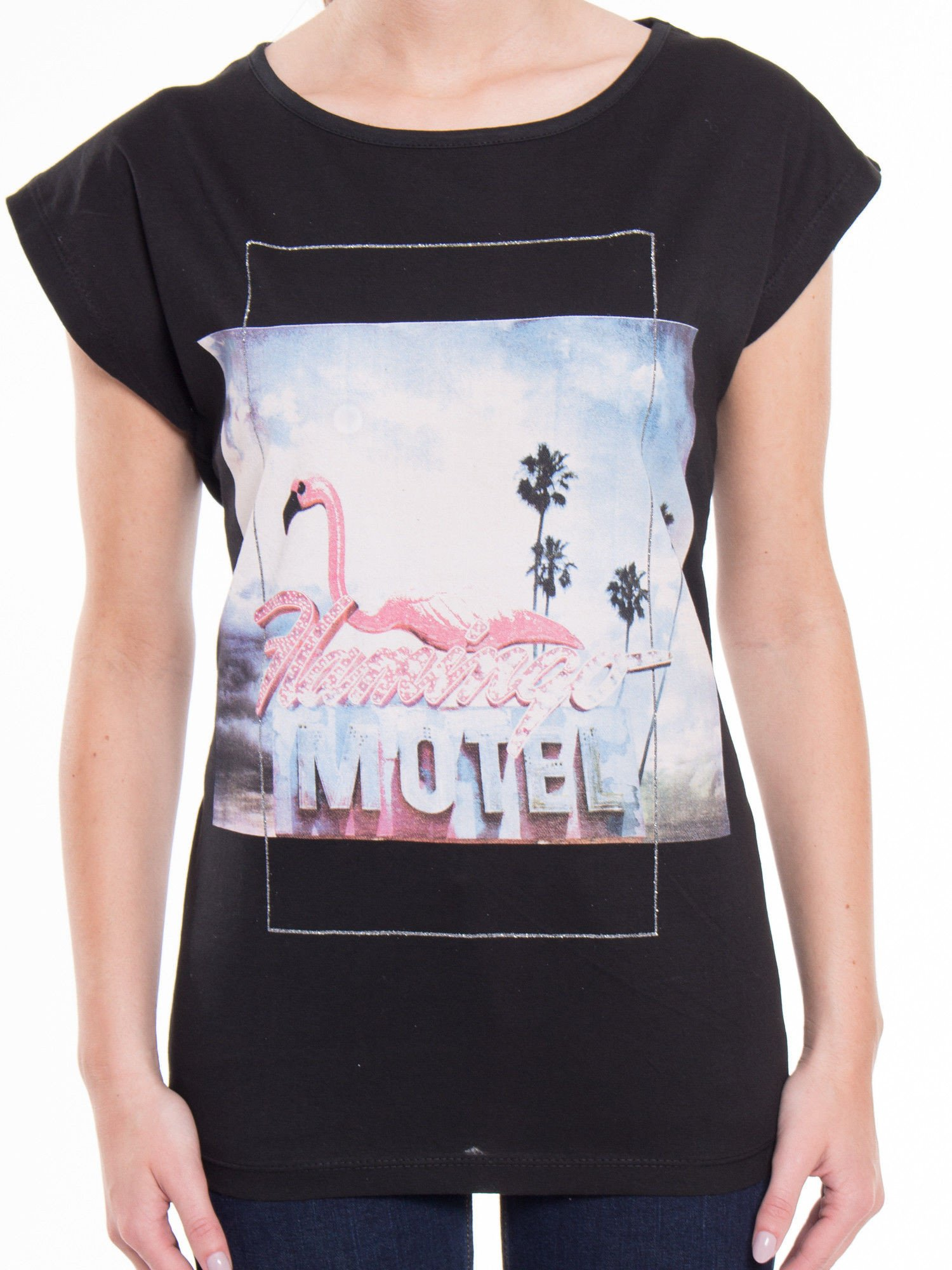 Czarny t-shirt z nadrukiem FLAMINGO MOTEL                                  zdj.                                  4