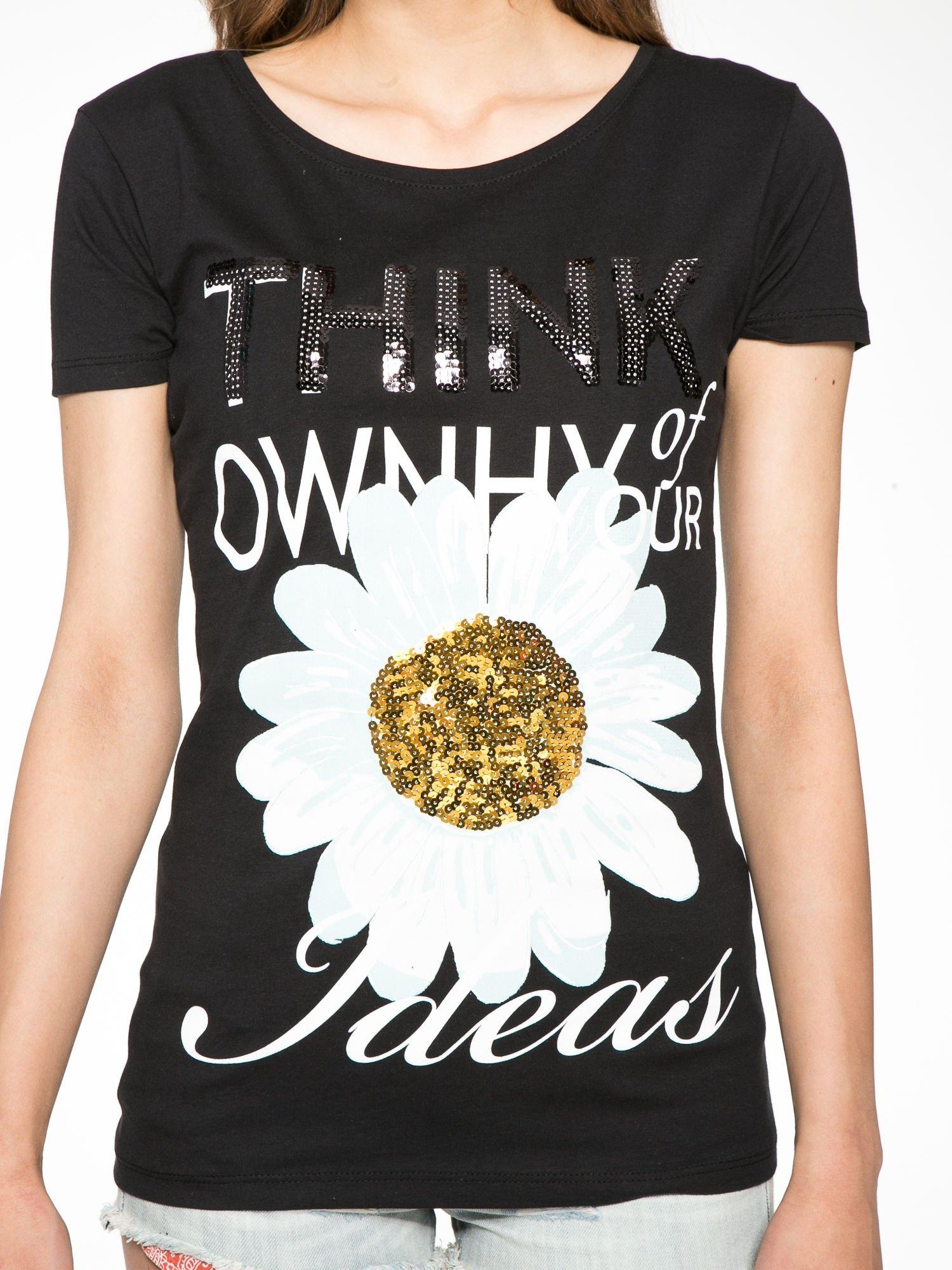 Czarny t-shirt z nadrukiem stokrotki z dżetami                                  zdj.                                  7