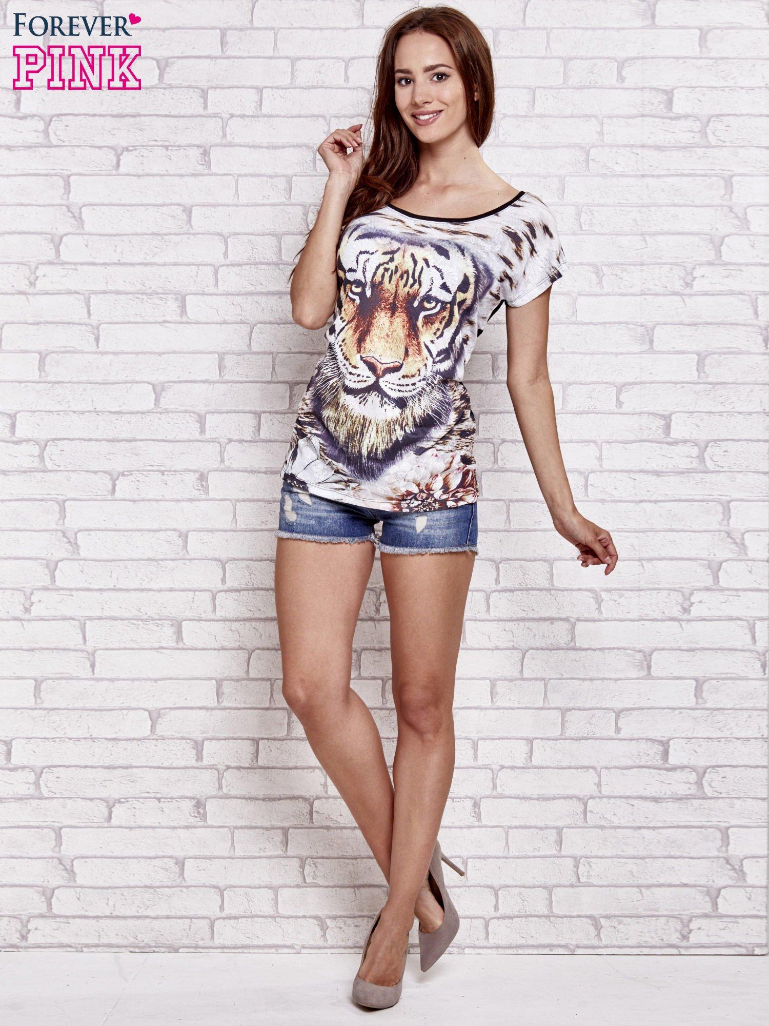 Czarny t-shirt z nadrukiem tygrysa                                  zdj.                                  4