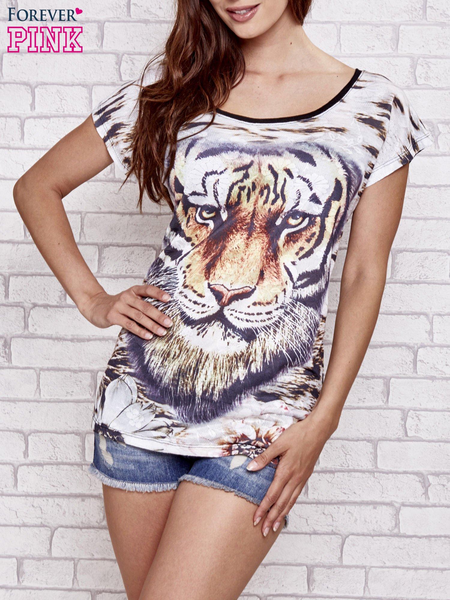 Czarny t-shirt z nadrukiem tygrysa                                  zdj.                                  1