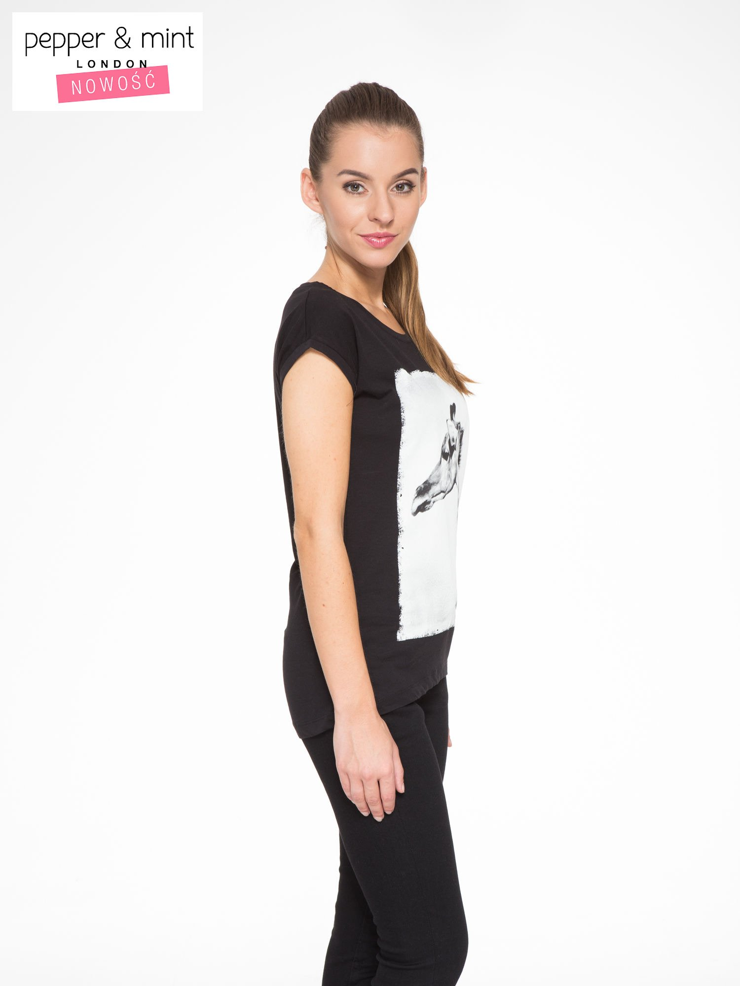 Czarny t-shirt z nadrukiem żyrafy                                  zdj.                                  3