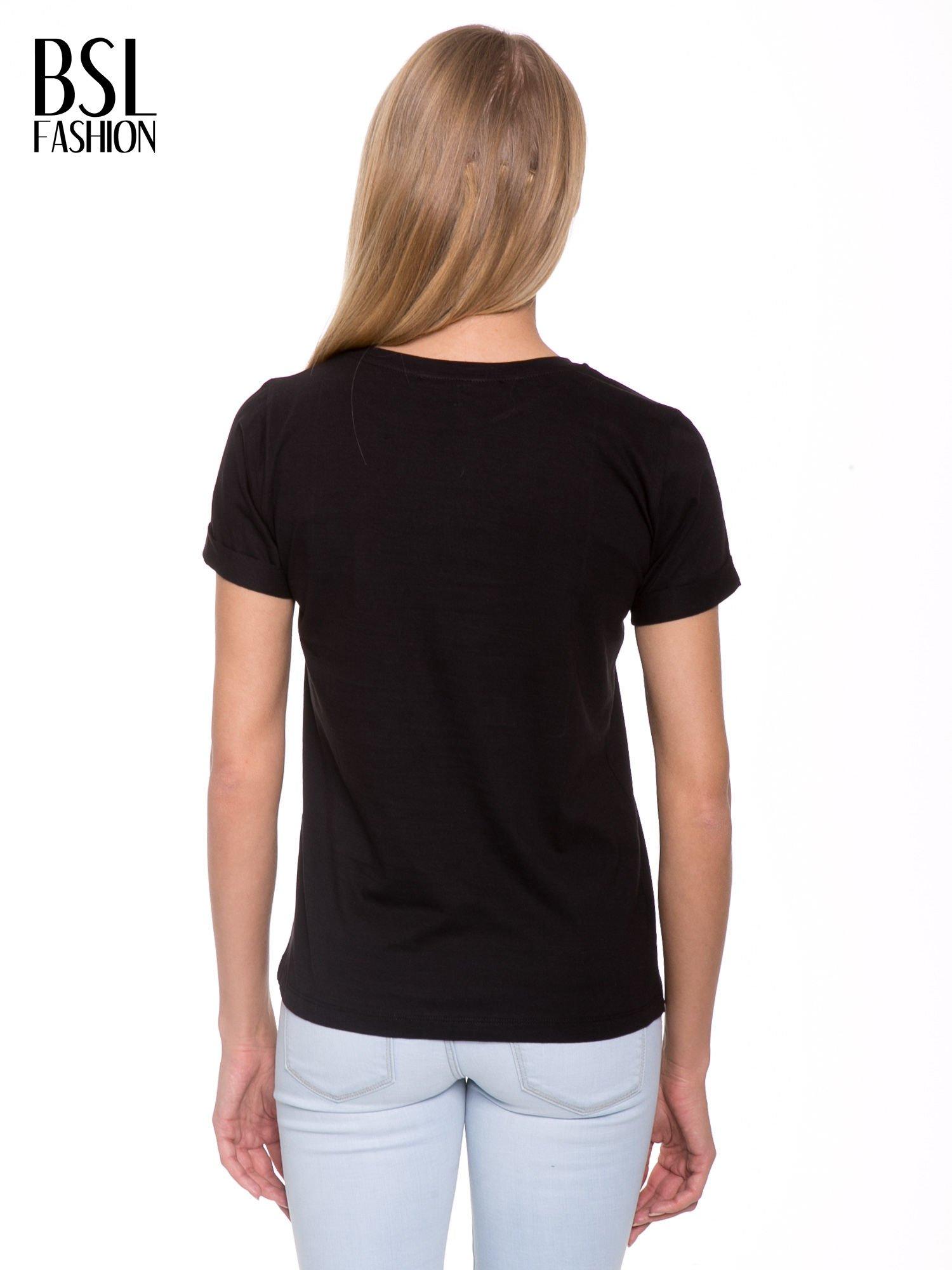 Czarny t-shirt z napisem FUCK z logo Chanel                                  zdj.                                  4