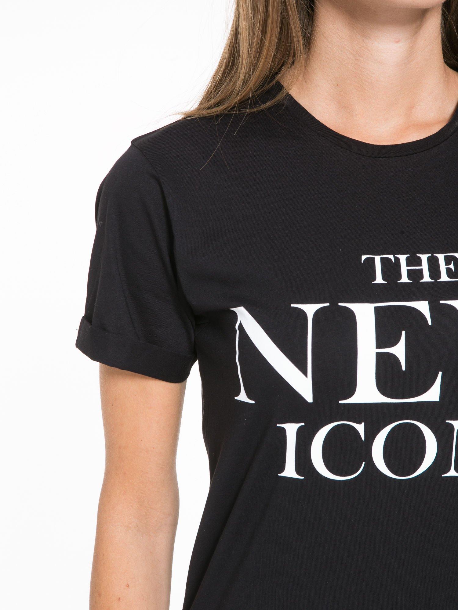 Czarny t-shirt z napisem THE NEW ICONS                                  zdj.                                  6