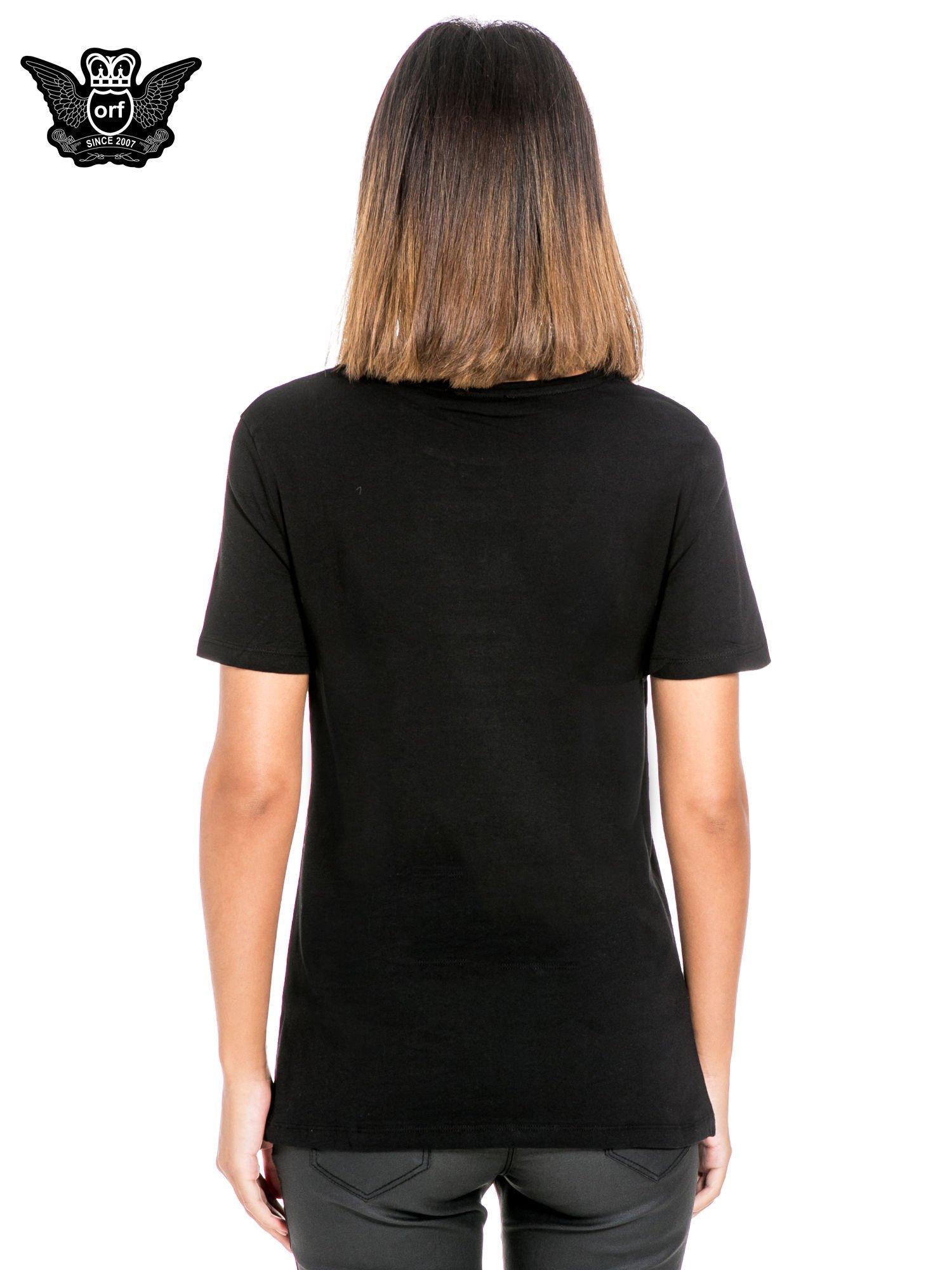 Czarny t-shirt z napisem w stylu fashion                                  zdj.                                  4