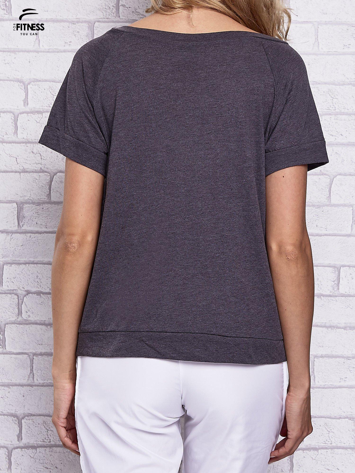 Czarny t-shirt z palmowym nadrukiem                                  zdj.                                  2