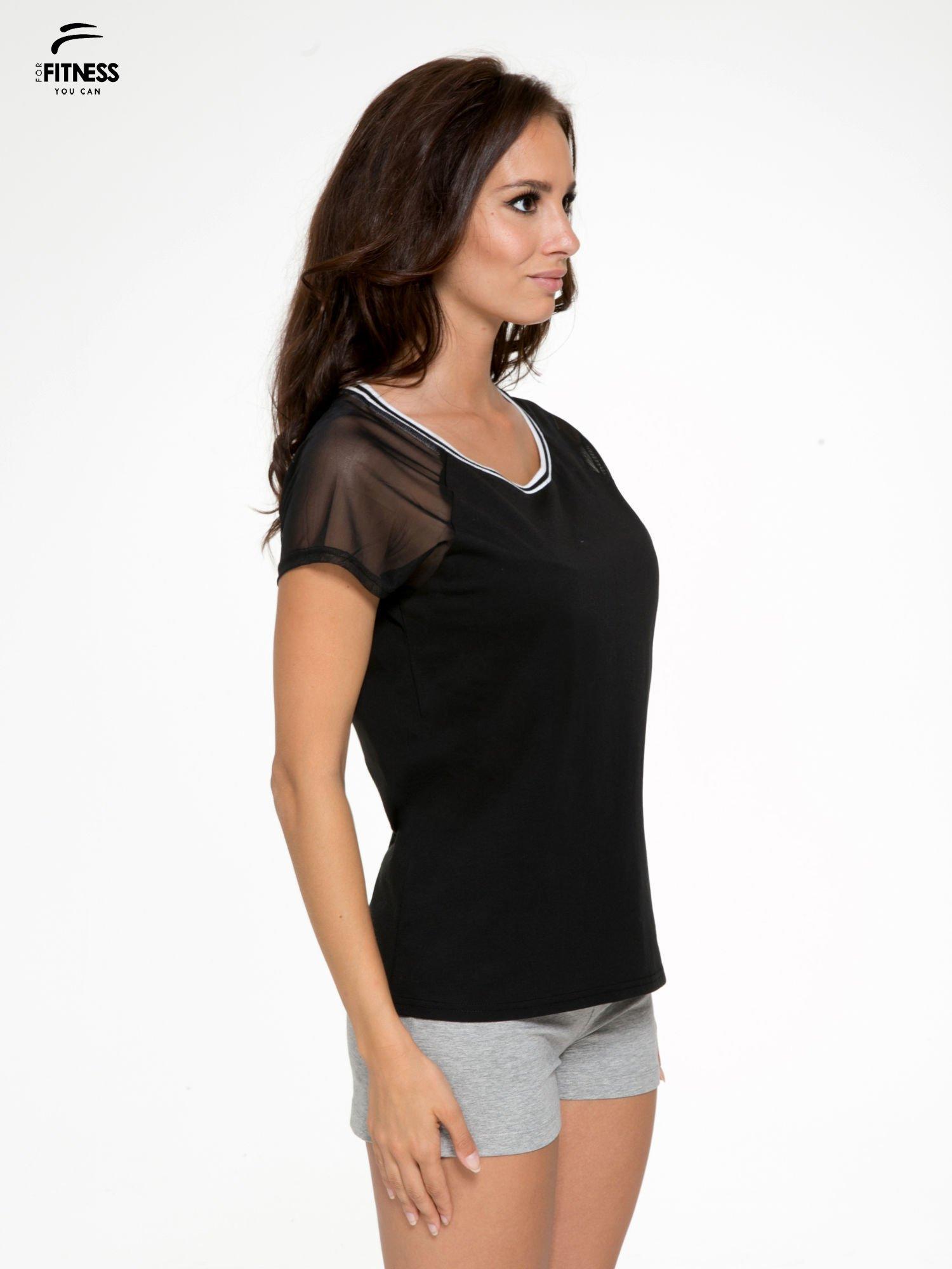 Czarny t-shirt z transparentnymi rękawami                                  zdj.                                  3