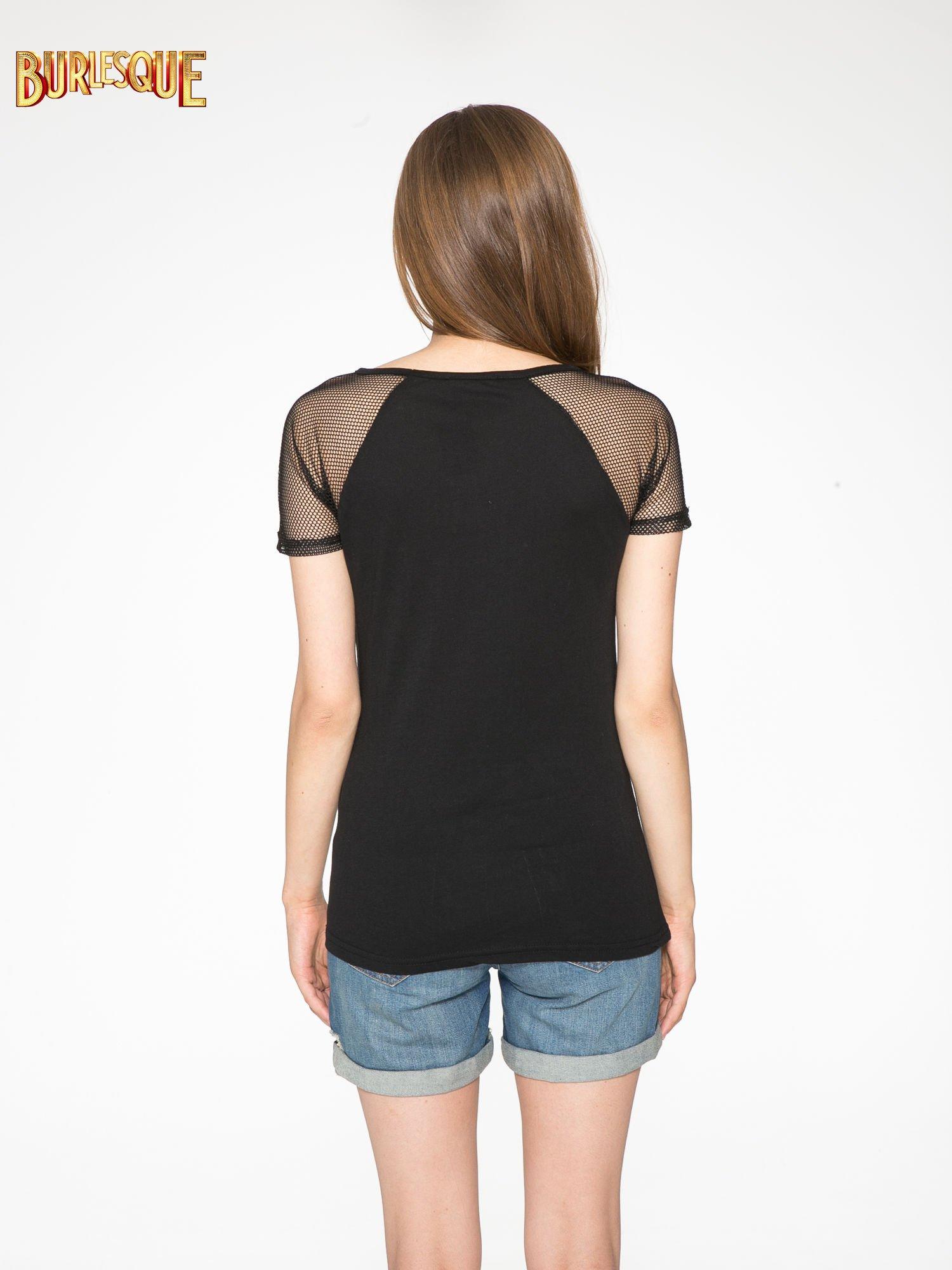 Czarny t-shirt z ustami z cekinów i rękawami z siateczki                                  zdj.                                  4