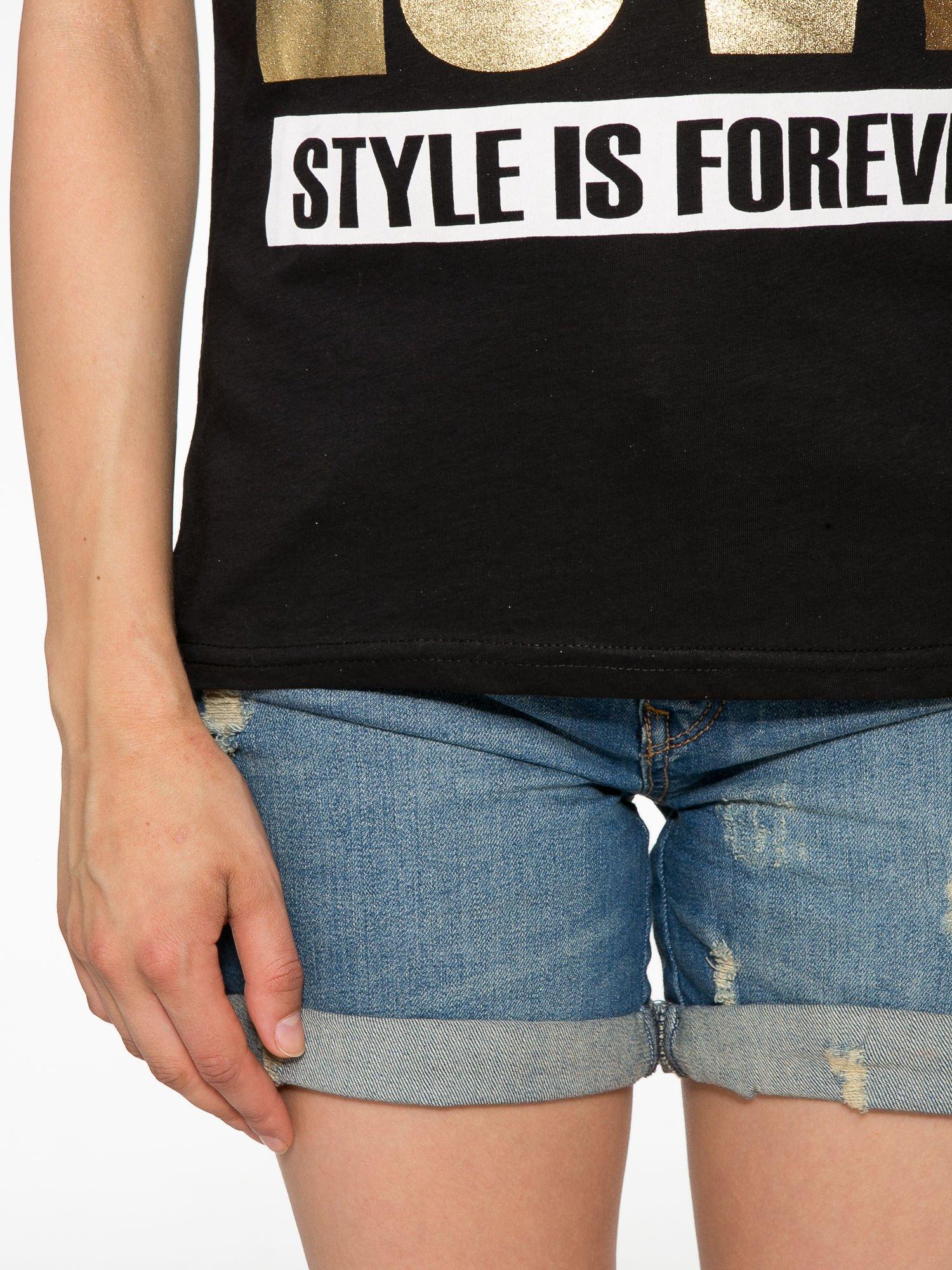 Czarny t-shirt ze złotym napisem LOVE                                  zdj.                                  6