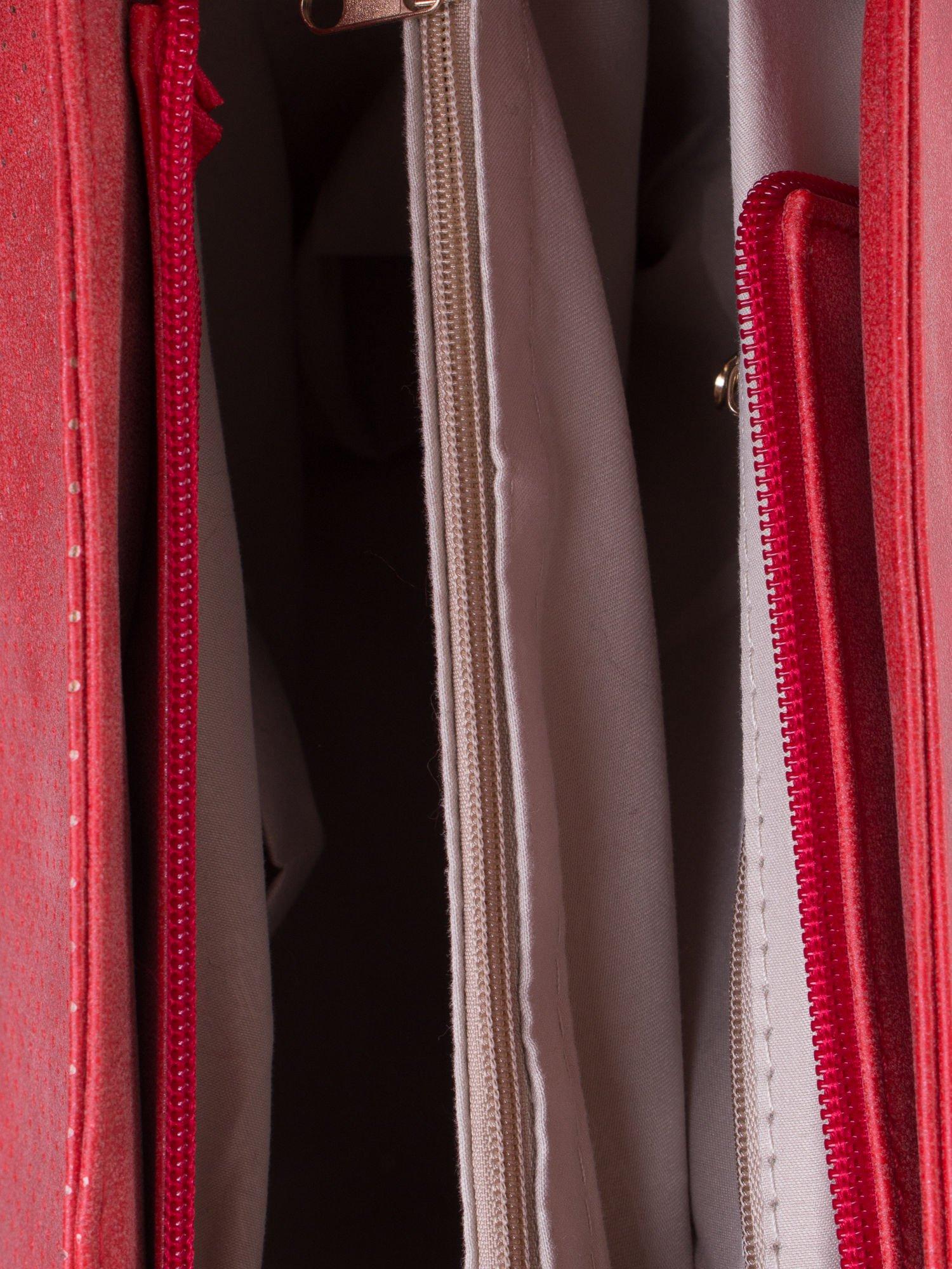 Czerwona ażurowa torba na ramię                                  zdj.                                  5