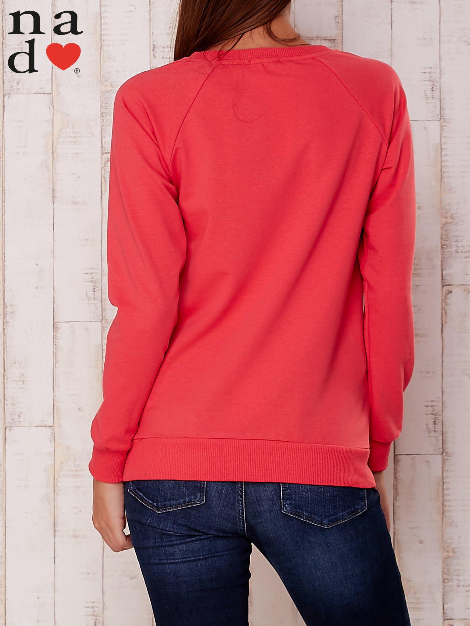 Czerwona bluza z nadrukiem serca                                  zdj.                                  4