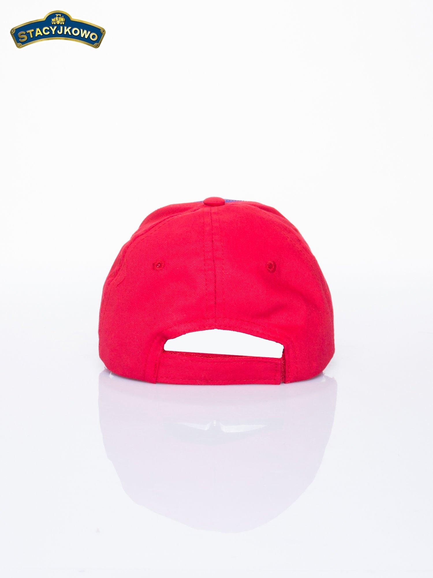 Czerwona chłopięca czapka z daszkiem STACYJKOWO                                  zdj.                                  3