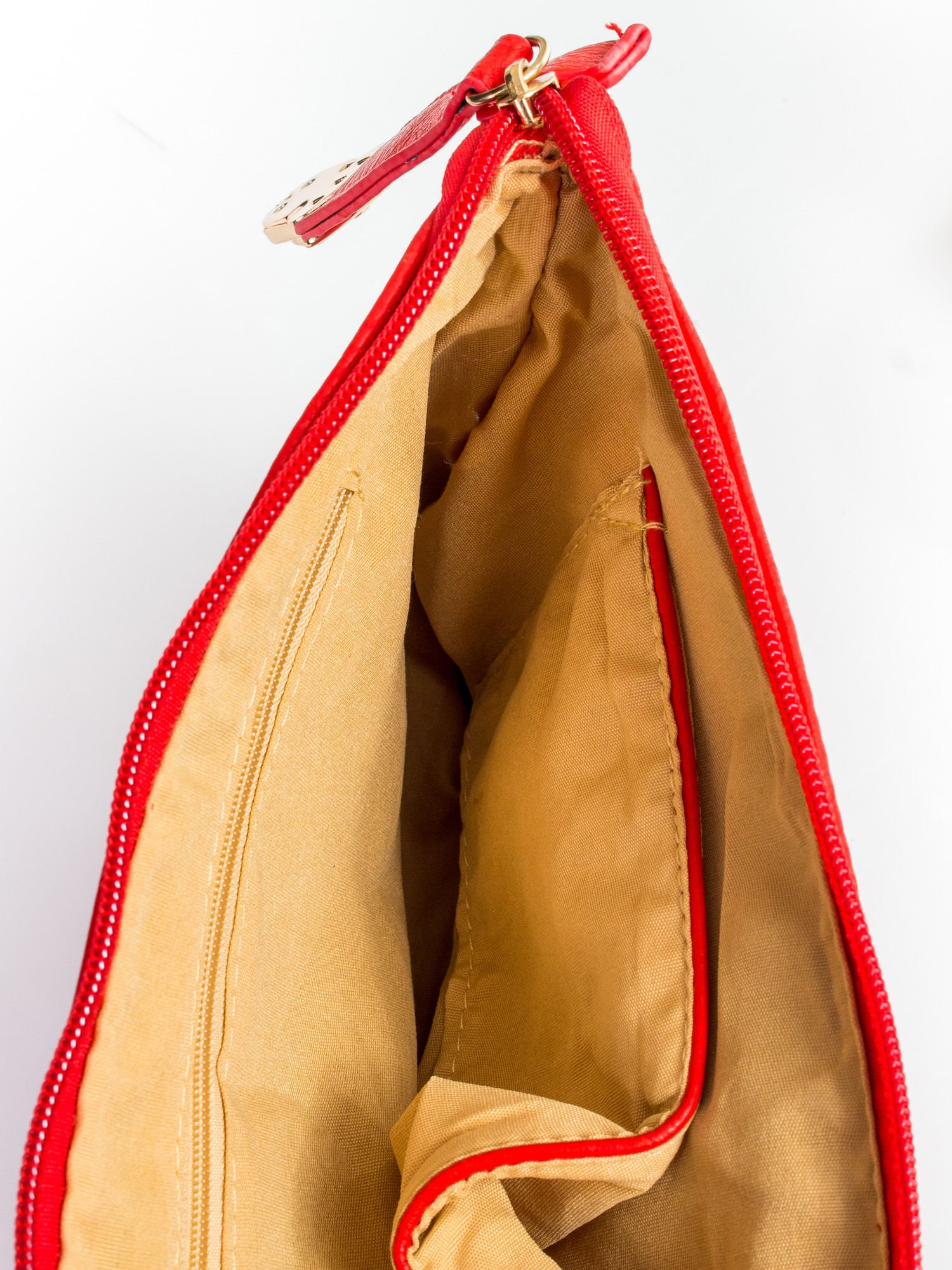 Czerwona kopertówka z dżetami motyw wąsów                                  zdj.                                  8