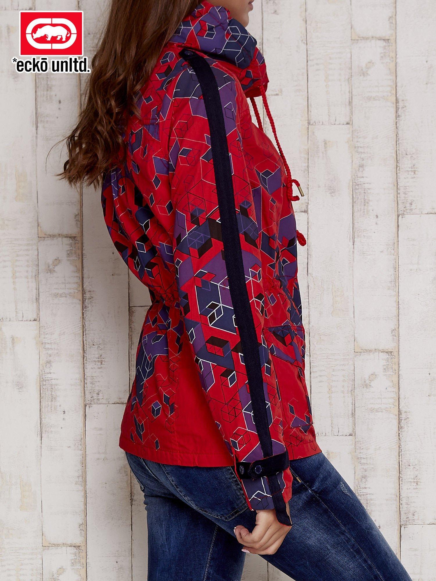 Czerwona kurtka w geometryczne wzory                                  zdj.                                  4