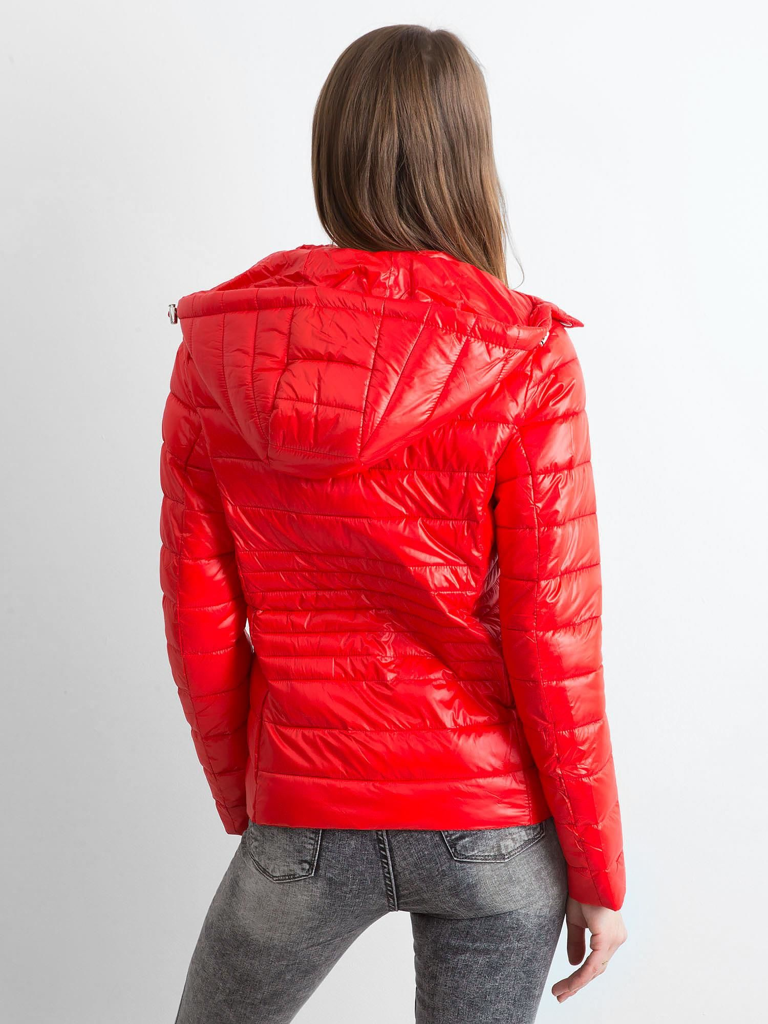 kurtka czereona pikowana butik