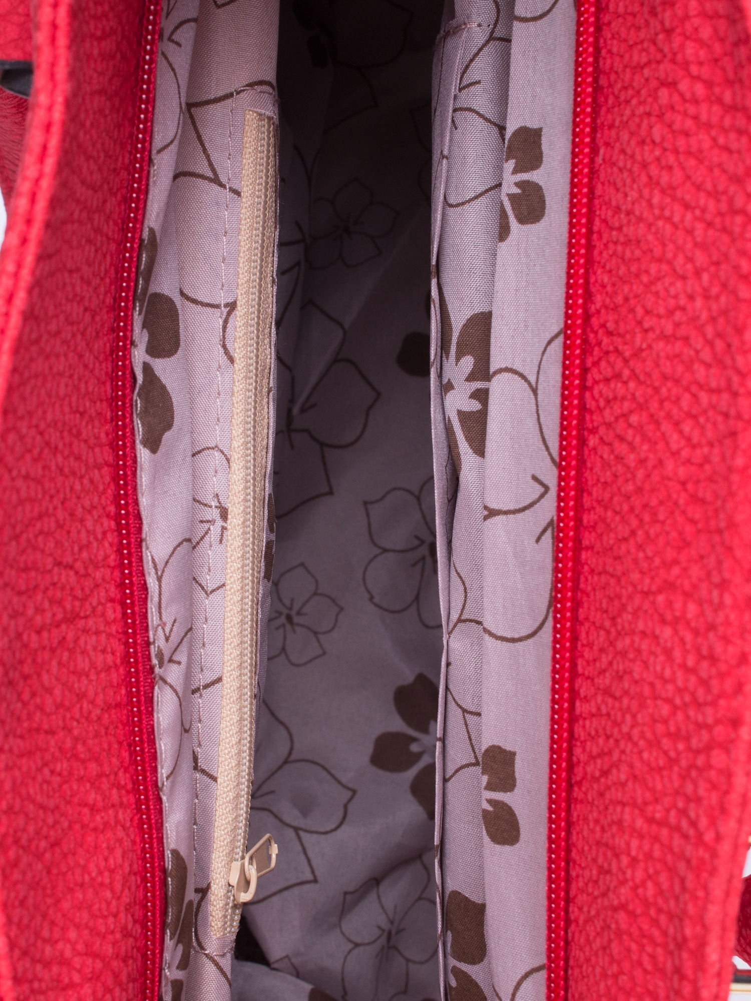 Czerwona miejska torba z czarną lamówką                                  zdj.                                  5
