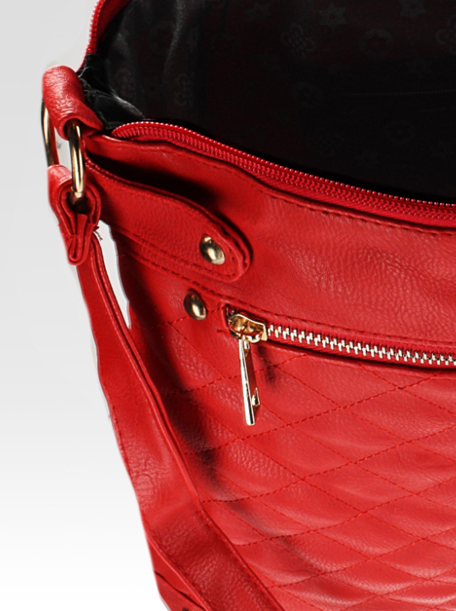 Czerwona pikowana torebka na ramię                                  zdj.                                  9