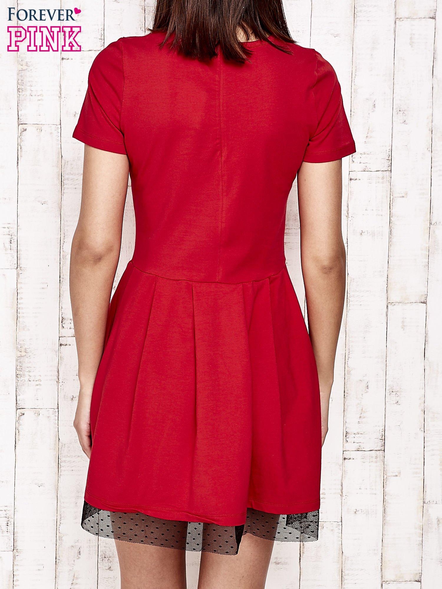 Czerwona sukienka dresowa z tiulem w groszki                                  zdj.                                  4