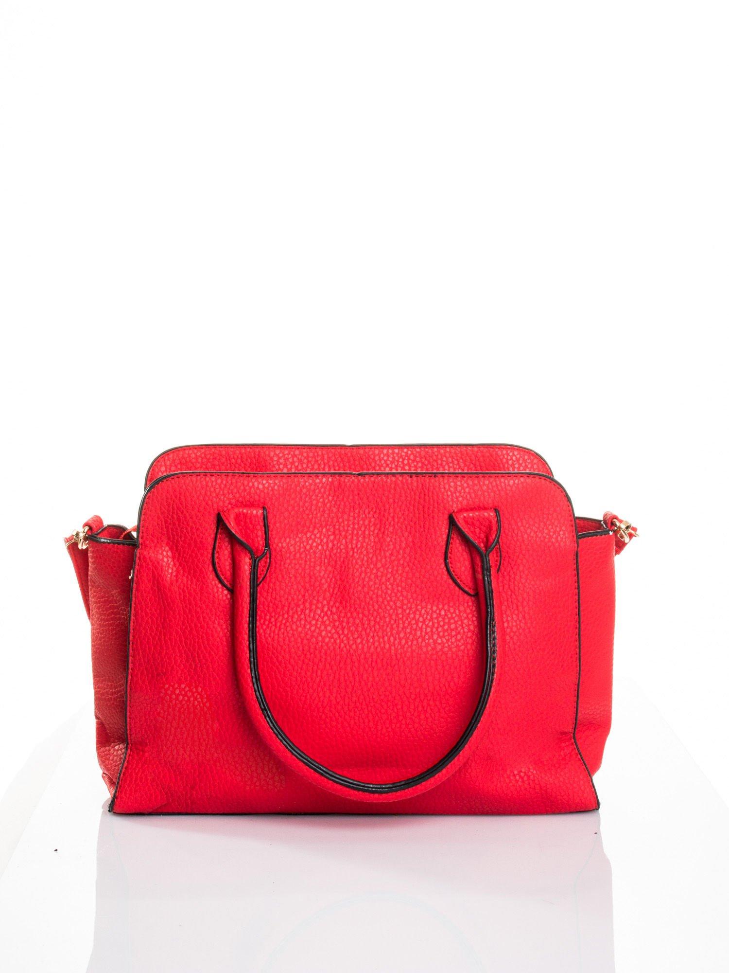 Czerwona torba z klamrami z odpinanym paskiem                                  zdj.                                  2