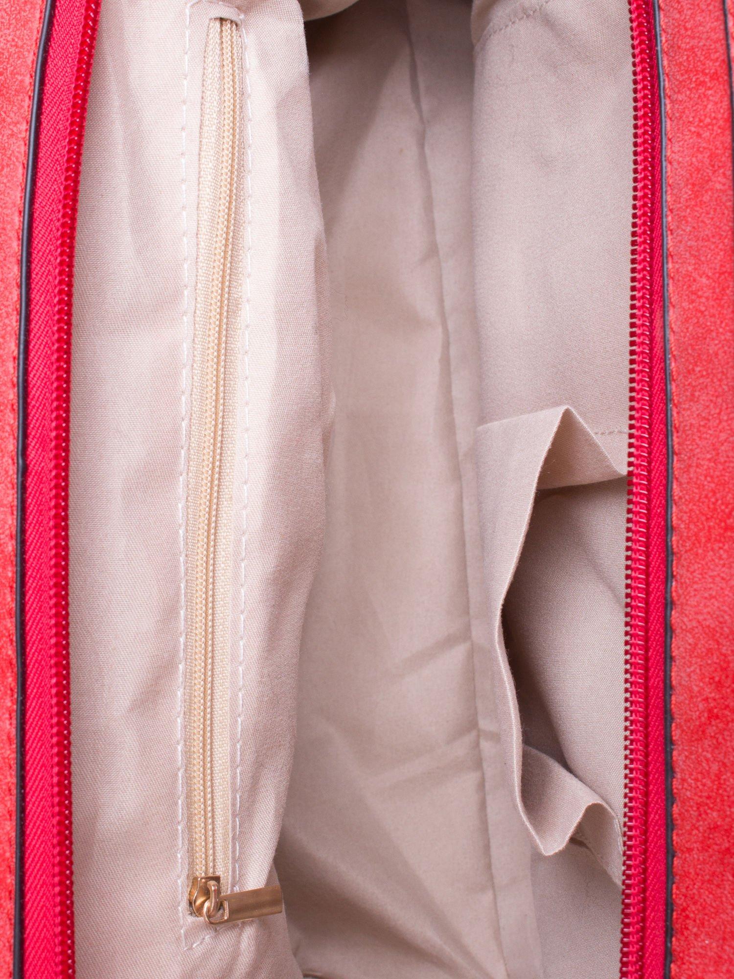 Czerwona torebka miejska z zawieszką                                  zdj.                                  5