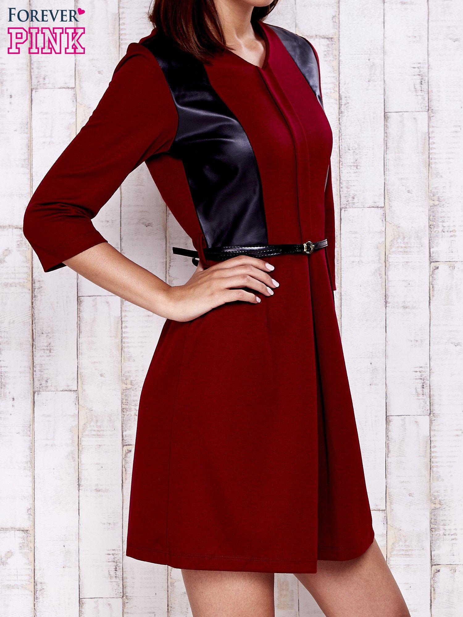 Czerwono-czarna sukienka ze skórzanymi wstawkami                                  zdj.                                  3