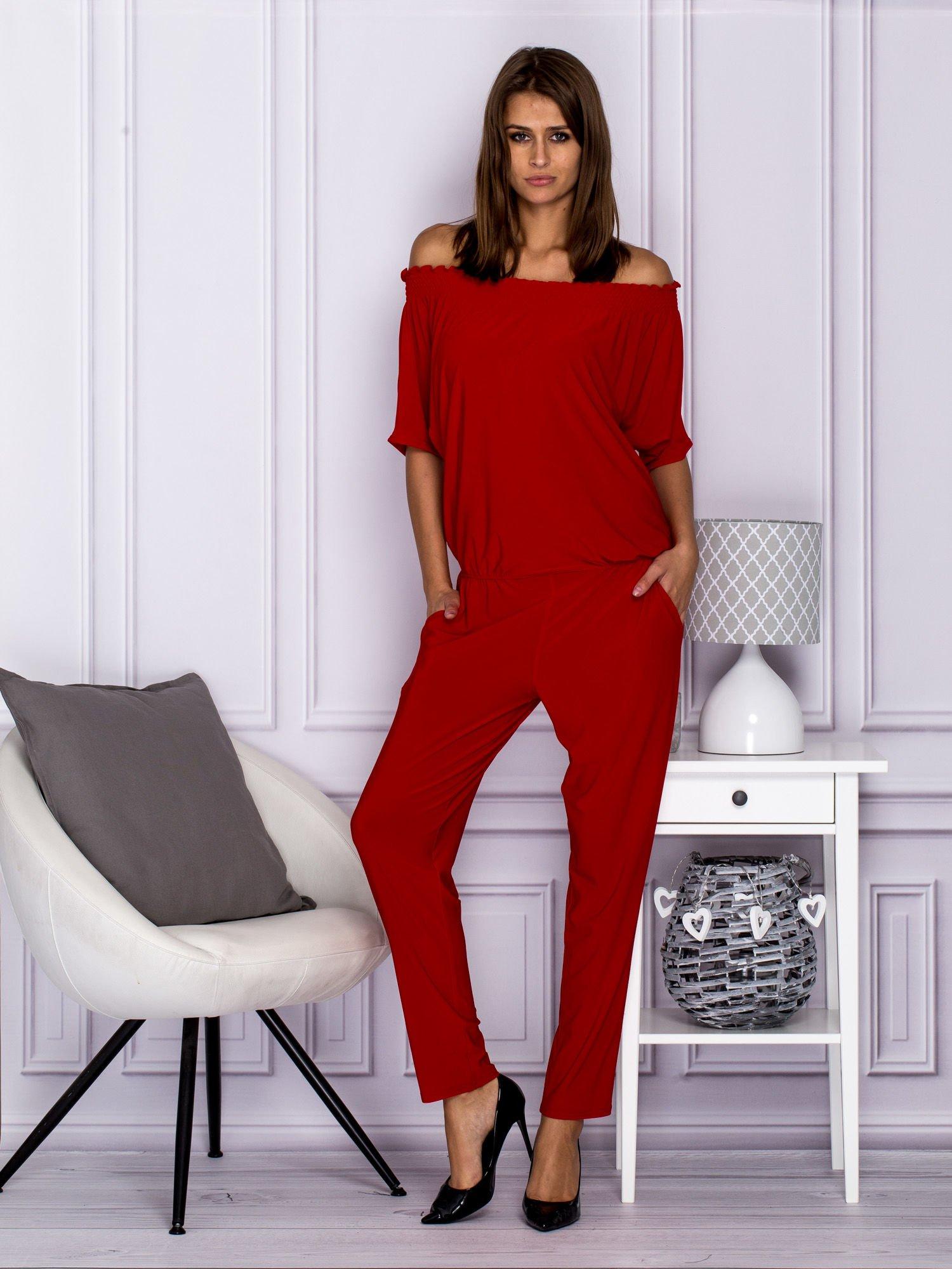 7f45a56e8a4eac Czerwony kombinezon z dekoltem w gumkę - Spodnie Kombinezony - sklep ...