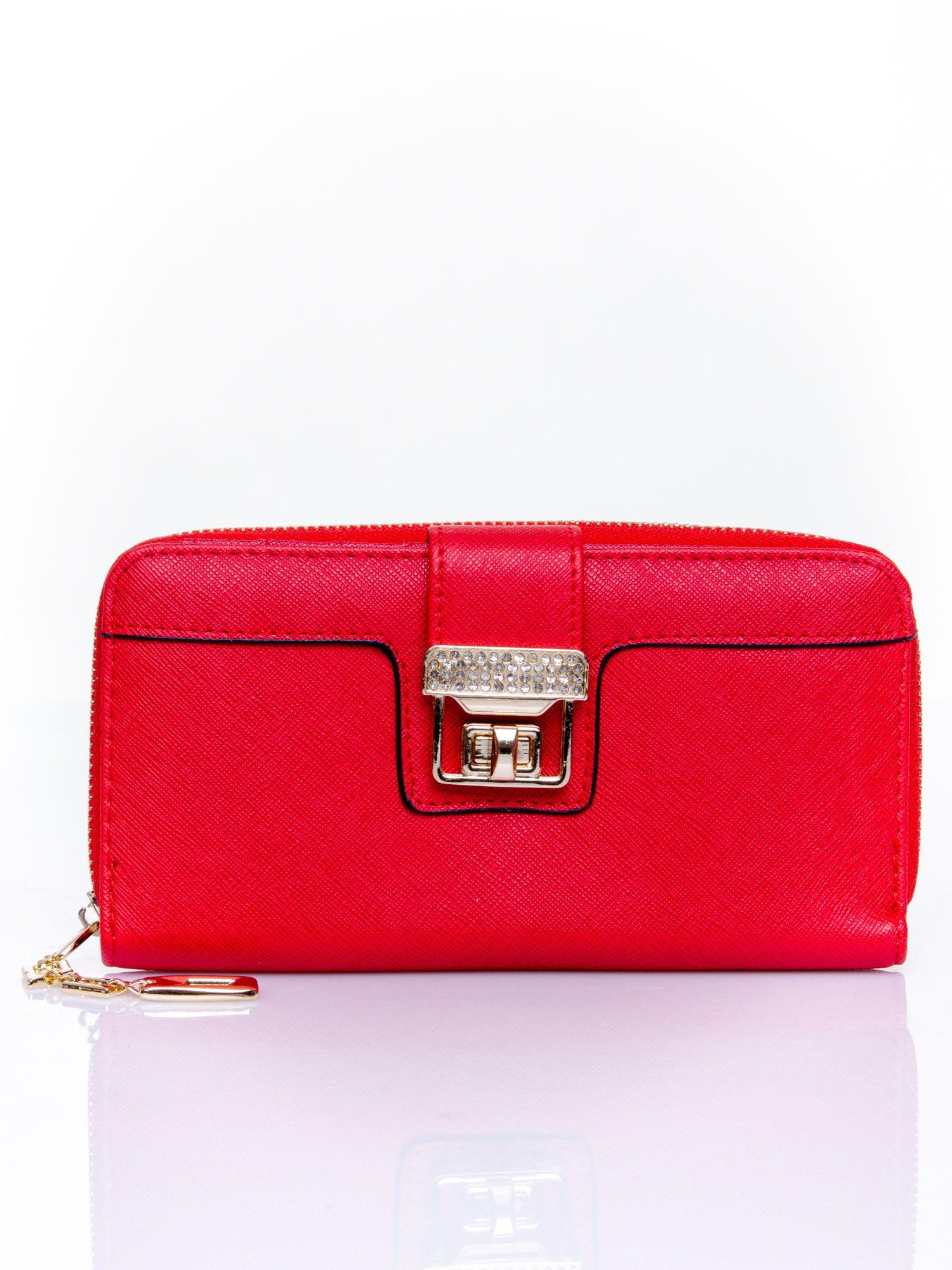 Czerwony portfel z ozdobnym zapięciem i złotym uchwytem                                  zdj.                                  1