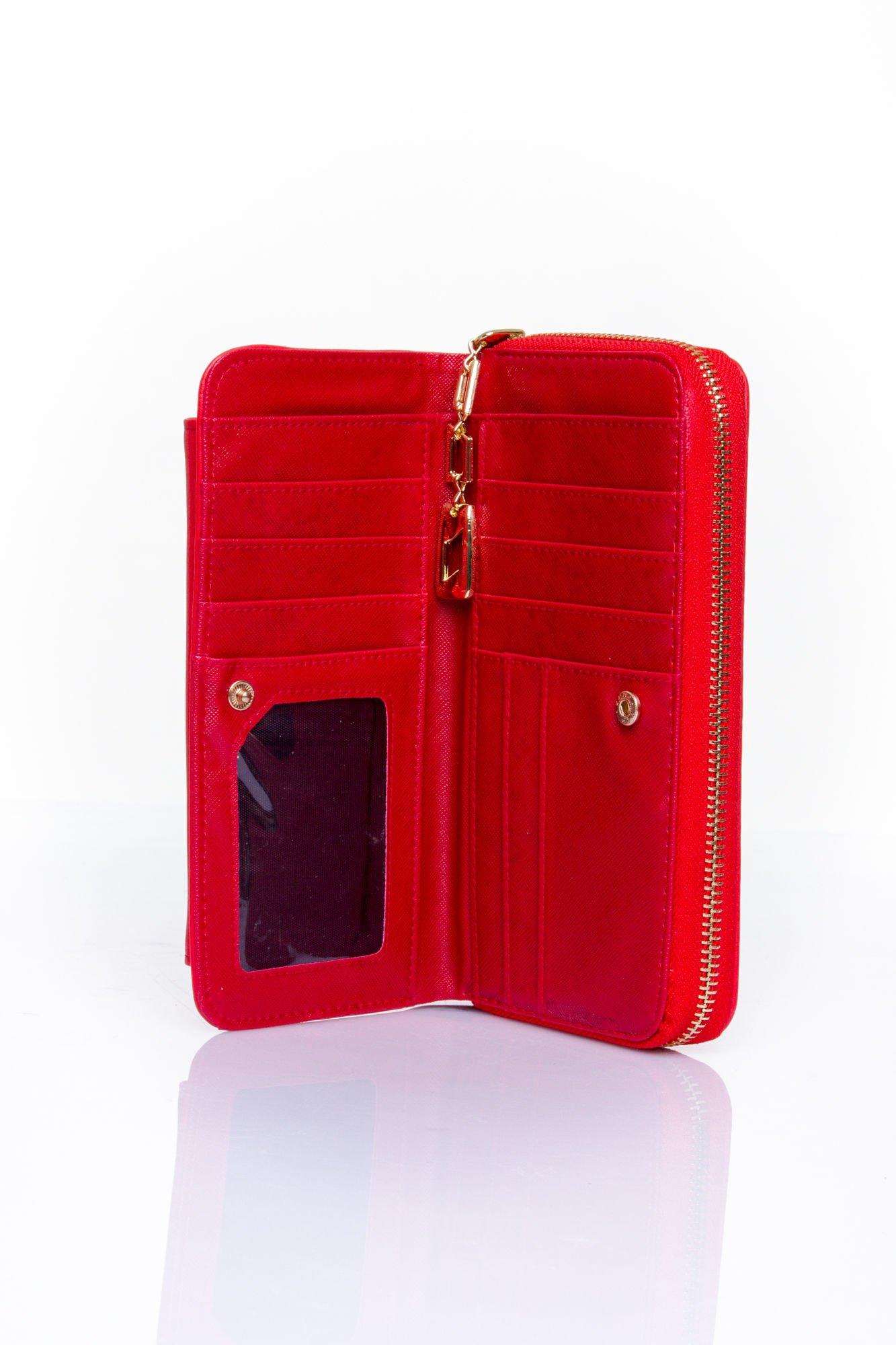 Czerwony portfel ze złotym zapięciem                                  zdj.                                  4