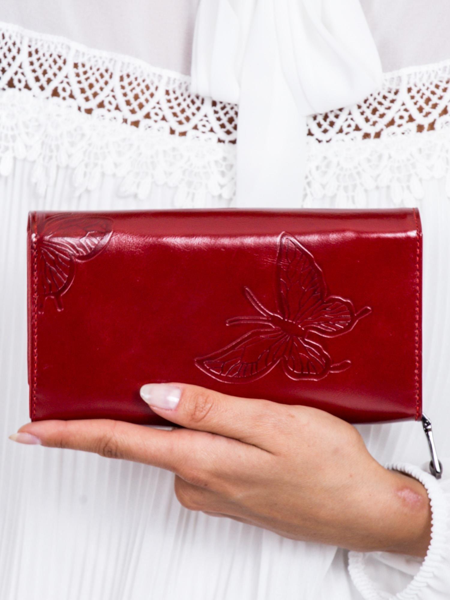 1f2cae071bfad4 Czerwony skórzany portfel w tłoczone motyle - Akcesoria portfele ...