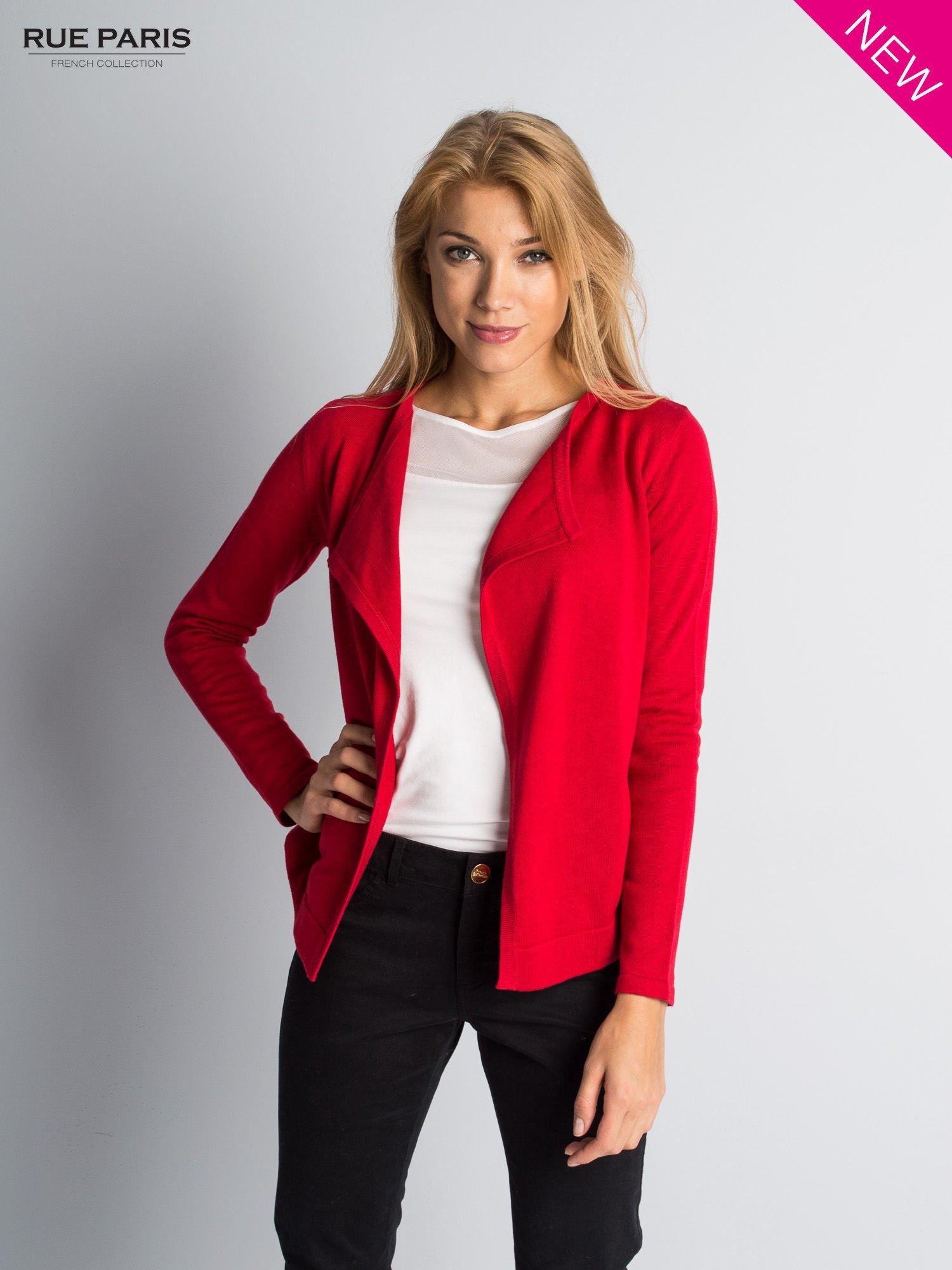 Czerwony sweter narzutka z kaskadowymi bokami                                  zdj.                                  1