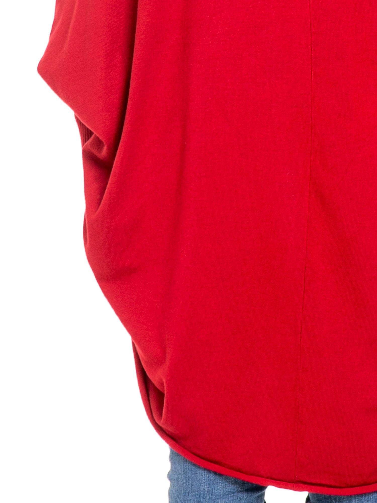 Czerwony sweter narzutka z nietoperzowymi rękawami                                  zdj.                                  6
