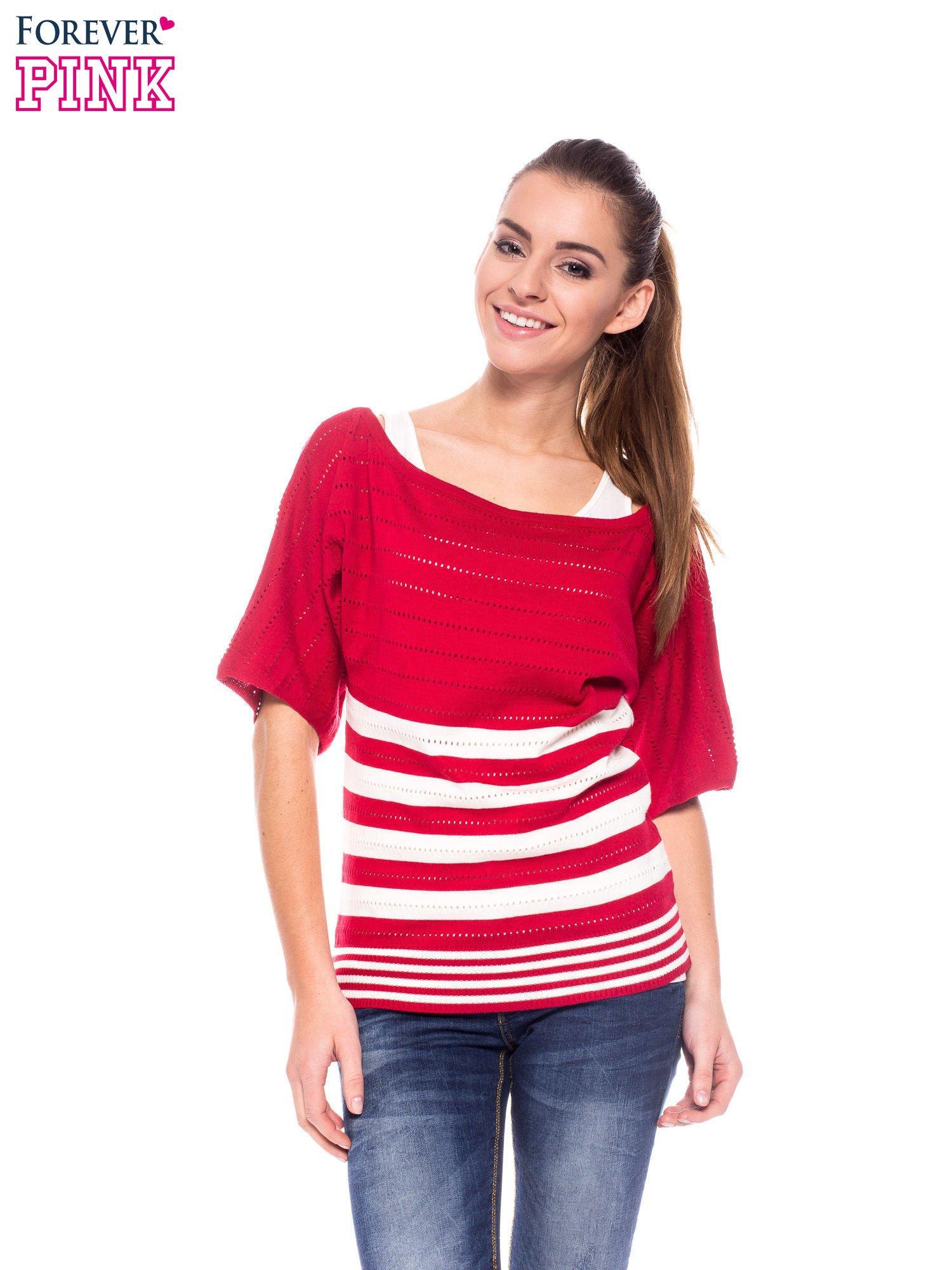 Czerwony sweter w paski z szerokim dekoltem                                  zdj.                                  1