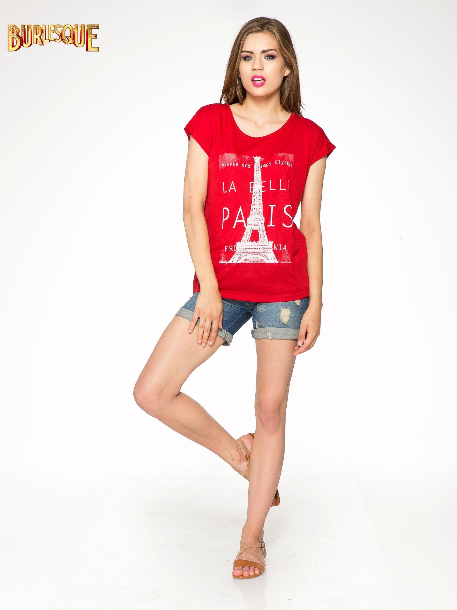 Czerwony t-shirt z motywem Paryża                                  zdj.                                  2