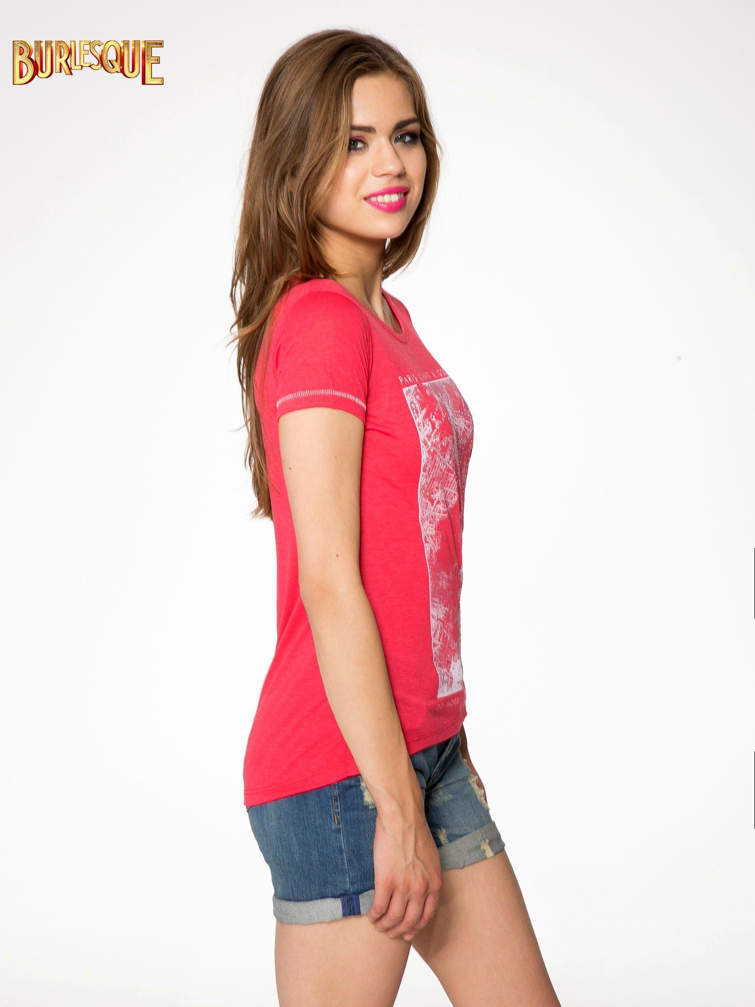 Czerwony t-shirt z nadrukiem wieży Eiffla                                  zdj.                                  3