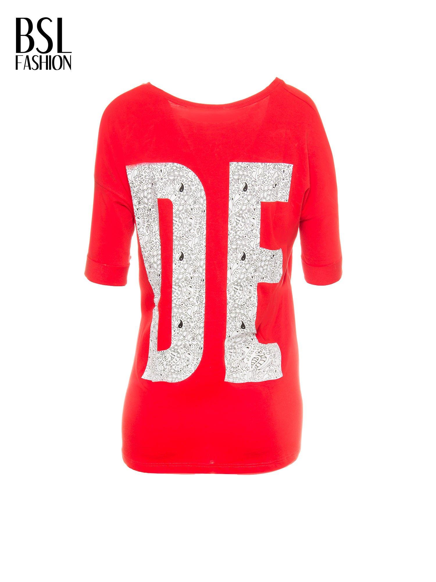 Czerwony t-shirt z nadukiem DUDE z przodu i na plecach                                  zdj.                                  3