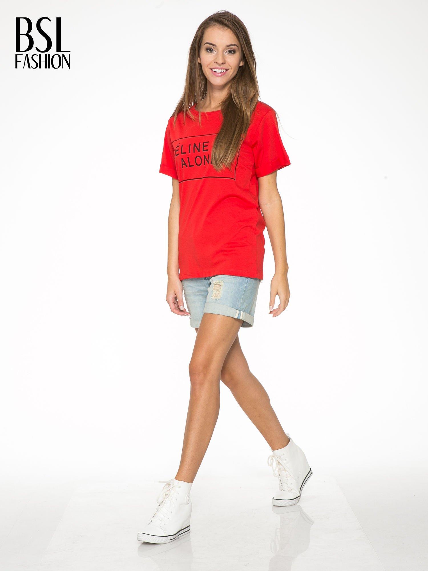 Czerwony t-shirt z napisem CÉLINE ME ALONE                                  zdj.                                  5